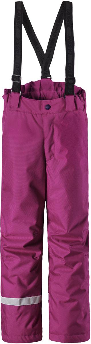 Брюки утепленные для девочки Lassie, цвет: розовый. 7227134800. Размер 1047227134800Зимние брюки для девочки Lassie созданы специально для активных игр на свежем воздухе. Модель очень практичная - непромокаемый материал с полиуретановым покрытием обеспечивает надежную защиту от влаги, грязи и ветра. Брюки по нижнему краю дополнены защитой от снега, благодаря чему ножки ребенка будут сухими и теплыми. Задний средний шов брюк проклеен, водонепроницаем. Брюки застегиваются на ширинку с молнией и на пуговицу в поясе. Подтяжки регулируемой длины позволяют отрегулировать длину брюк по размеру. В таких брюках вашей девочке зимой будет сухо и комфортно.