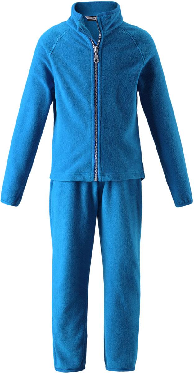 Комплект детский Lassie: толстовка, брюки, цвет: голубой. 7267006520. Размер 1407267006520Комфортный детский комплект Lassie, состоящий из толстовки и брюк, изготовлен из мягкого и теплого флиса, он идеально подойдет для ребенка в прохладное время года!Толстовка с длинными рукавами и воротничком-стойкой застегивается на пластиковую застежку-молнию с защитой подбородка. Брюки прямого покроя на талии имеют широкую эластичную резинку, благодаря чему они не сдавливают животик ребенка и не сползают.Комплект идеален как самостоятельная верхняя одежда прохладным летом или ранней осенью. Зимой его можно носить как поддевку под теплую верхнюю одежду. Флис обладает удивительными свойствами сохранять тепло тела, это синтетическая шерсть из полиэстера, по своей структуре мягкий, хорошо дышащий материал, он антибактериален, антистатичен, антиаллергенен. В отличие от натуральных тканей не накапливает, отводит избыточную влагу тела, обеспечивая комфорт.