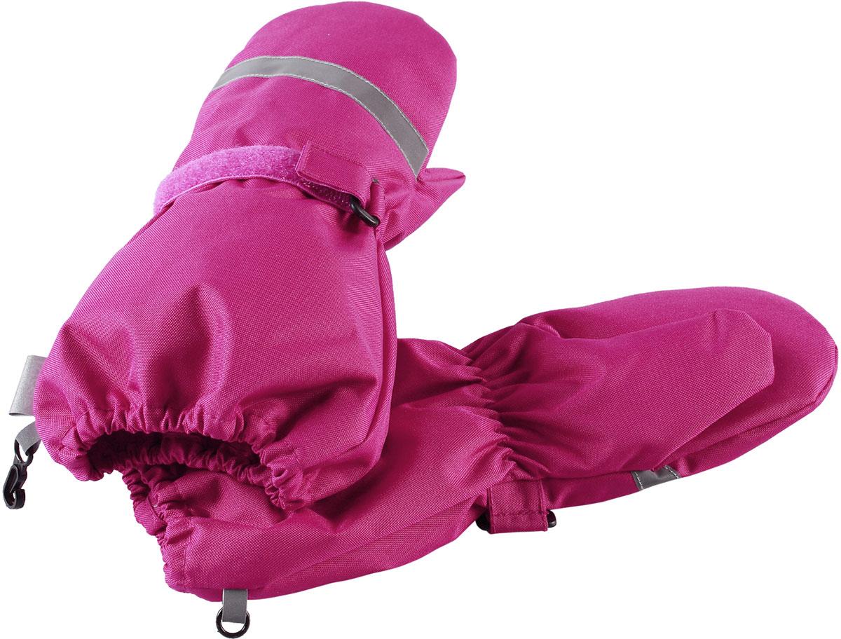 Варежки для девочки Lassie, цвет: розовый. 7277174800. Размер 37277174800Зимние варежки Lassietec сочетают в себе практичность и комфорт! Отличный выбор для ежедневной носки. Варежки изготовлены из очень прочного, водо- и ветронепроницаемого дышащего материала и снабжены водонепроницаемой мембраной, которая обеспечит вашему ребенку долгие и сухие прогулки на свежем воздухе. Усиления на ладони и большом пальце не пропускают влагу и обеспечивают хороший захват. Трикотажная подкладка из полиэстера с начесом очень мягкая и приятная на ощупь. Благодаря удобной застежке на липучке варежки хорошо и плотно сидят на руке. Сверху варежки дополнены светоотражающей вставкой.