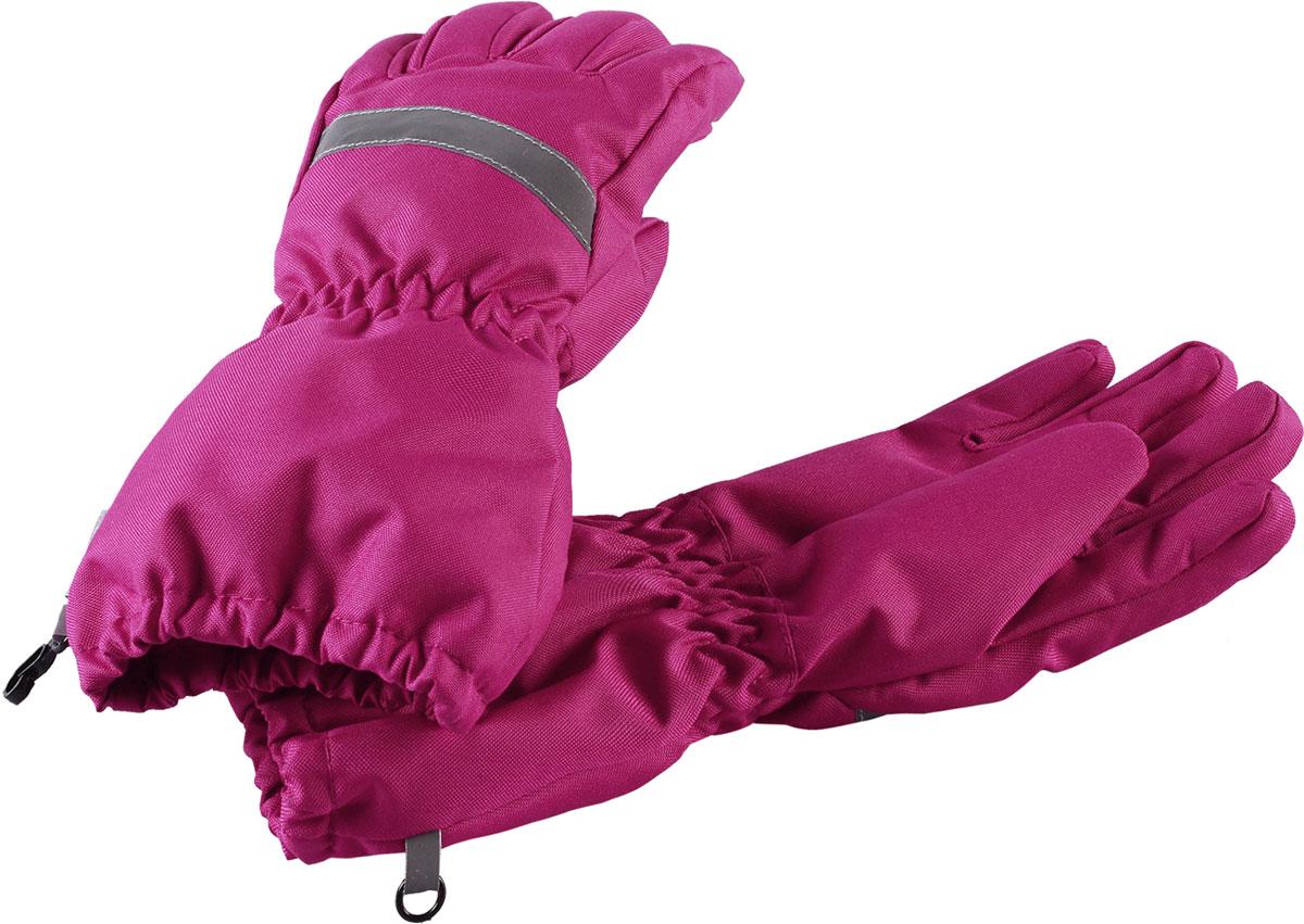 Перчатки для девочки Lassie, цвет: розовый. 7277184800. Размер 57277184800Зимние перчатки Lassie сочетают в себе практичность и комфорт! Отличный выбор для ежедневной носки. Перчатки изготовлены из очень прочного, водо- и ветронепроницаемого дышащего материала и снабжены водонепроницаемой мембраной, которая обеспечит вашему ребенку долгие и сухие прогулки на свежем воздухе. Усиления на ладони и большом пальце не пропускают влагу и обеспечивают хороший захват. Трикотажная подкладка из полиэстера с начесом очень мягкая и приятная на ощупь. Эластичная резинка на запястье обеспечивает удобную посадку перчаток на руке. Сверху изделие дополнено светоотражающей вставкой.