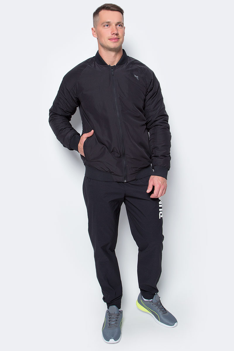 Куртка-бомбер мужская Puma Style Padded, цвет: черный. 83865701. Размер S (44/46)838657_01Стильная куртка Style Padded не будет сковывать вас в движениях, вы будете чувствовать себя легко и непринужденно. Модель декорирована логотипом Puma, нанесенным методом глянцевой печати, а также силиконовой эмблемой Puma. Среди других отличительных особенностей модели - прорезные карманы с обтачками, неопреновая отделка манжет и подола, петля для вешалки.