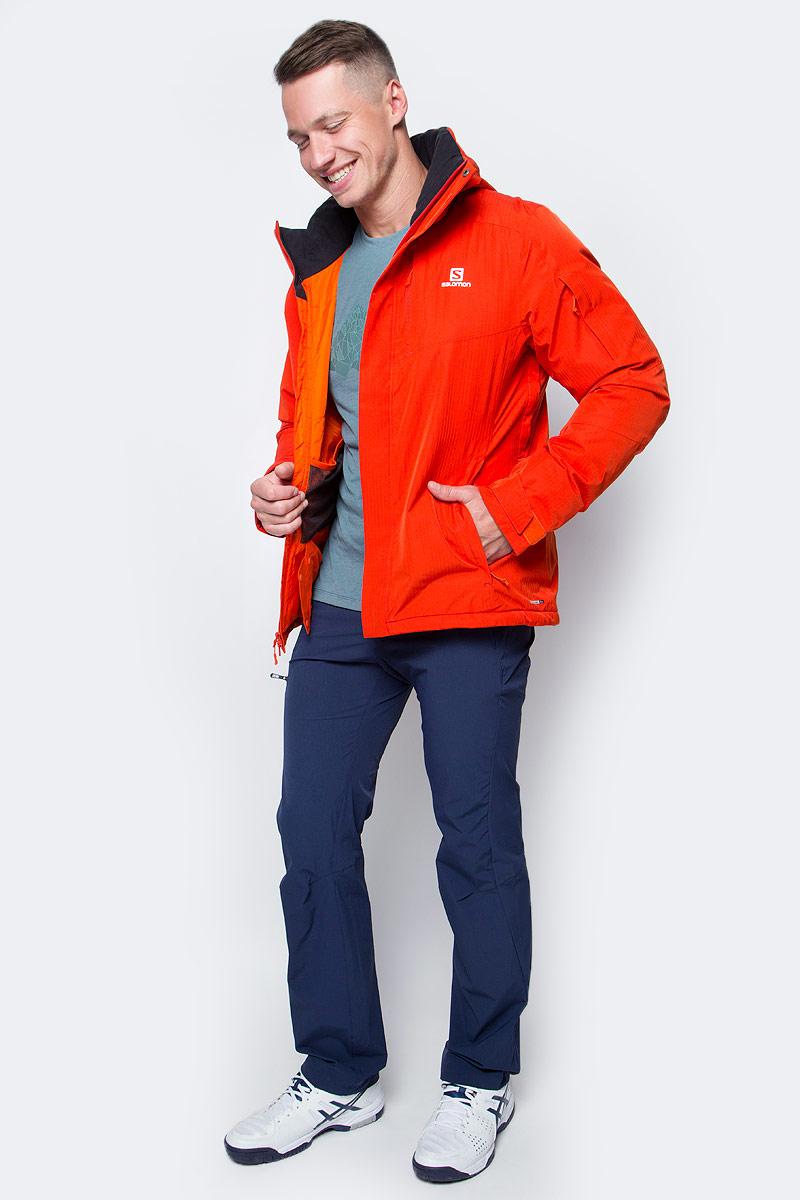 Куртка мужская Salomon Stormspotter Jkt M, цвет: оранжевый. L38273900. Размер L (52/54)L38273900Мужская куртка Salomon с капюшоном выполнена из качественного полиэстера. Стильная куртка из структурированного материала в ёлочку в сочетании с утеплителем гарантирует, что вы будете отлично смотреться на склонах лыжного курорта и при этом согревать вас.