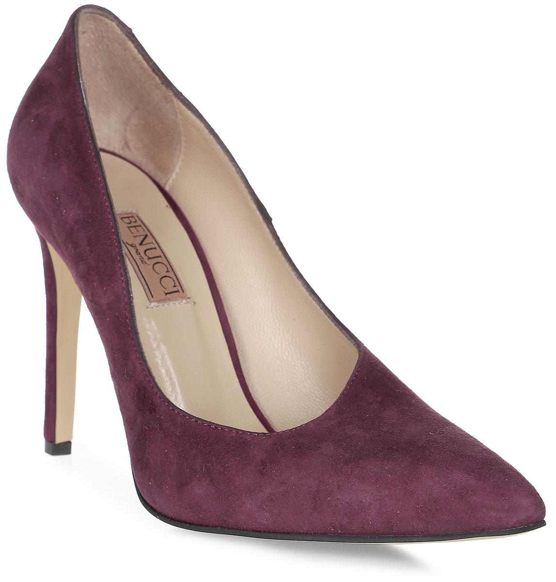 Туфли женские Benucci, цвет: бордовый. 5870_замша. Размер 395870_замшаИзысканные женские туфли от Benucci поразят вас своим дизайном! Модель выполнена из натуральной замши. Подкладка и стелька - из натуральной кожипозволят ногам дышать и обеспечат максимальный комфорт при ходьбе. Зауженный носок добавит женственности в ваш образ. Высокий каблук-шпилька устойчив. Подошва с рифлением обеспечивает идеальное сцепление с любой поверхностью. Изысканные туфли добавят в ваш образ немного шарма и подчеркнут ваш безупречный вкус.