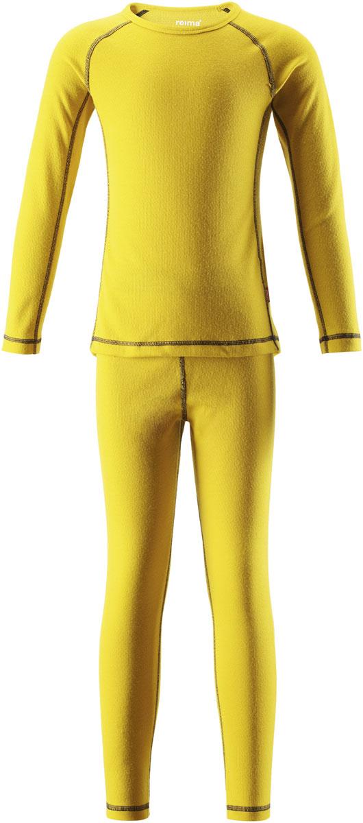 Комплект термобелья детский Reima Lani: лонгслив, брюки, цвет: желтый. 5361832390. Размер 1005361832390Благодаря практичному детскому базовому комплекту, ваш ребенок может гулять и заниматься спортом в любую погоду. В этом комплекте ребенку будет сухо и тепло, ведь материал Thermolite, из которого он сшит, эффективно отводит влагу от кожи в верхний слой одежды. Комплект очень удобный и приятный на ощупь, а тонкие плоские швы в замок не натирают кожу. Удлиненная спинка хорошо закрывает и дополнительно защищает поясницу, а легкая эластичная резинка на манжетах удобно облегает запястья. Создайте идеальное сочетание – наденьте комплект с теплым флисовым промежуточным слоем и функциональной верхней одеждой!