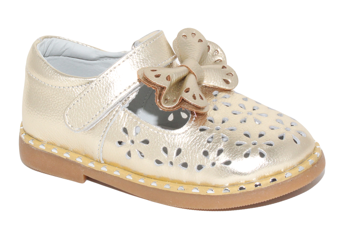 Туфли для девочки Капитошка, цвет: золотой. A7681. Размер 29A7681Стильные туфли для девочки от бренда Капитошка изготовлены из натуральной кожи. Модель оформлена декоративной перфорацией и бантом на мысе. Туфли имеют ремешок с застежкой-липучкой, который надежно фиксирует обувь на ноге. Стелька, изготовленная из натуральной кожи, гарантирует дополнительный комфорт и предотвращает натирание. Подошва из термопластичной резины оснащена рифлением для лучшего сцепления с поверхностью. Модные туфли займут достойное место в гардеробе вашей девочки.