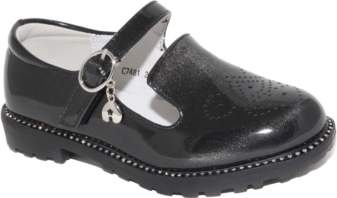Туфли для девочки Капитошка, цвет: черный. C7481. Размер 26C7481Стильные туфли для девочки от бренда Капитошка изготовлены из искусственной лаковой кожи с блестящим эффектом. Модель по ранту оформлена стразами и декоративной перфорацией на мысе. Туфли имеют ремешок с пряжкой, который надежно фиксирует обувь на ноге. Стелька, изготовленная из натуральной кожи, гарантирует дополнительный комфорт и предотвращает натирание. Подошва из термопластичной резины оснащена рифлением для лучшего сцепления с поверхностью. Модные туфли займут достойное место в гардеробе вашей девочки.