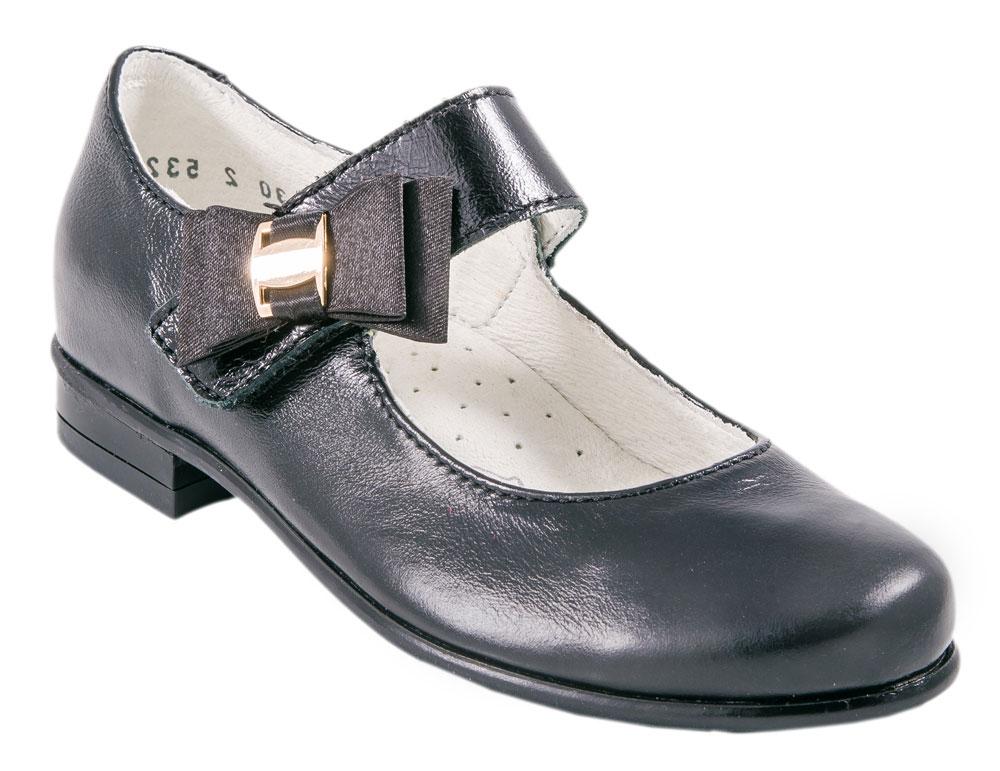 Туфли для девочки Котофей, цвет: черный. 532096-27. Размер 32532096-27Прелестные туфли от Котофей очаруют вашу девочку с первого взгляда! Модель выполнена из качественной натуральной кожи. Ремешок с застежкой-липучкой, оформленный атласным бантом с металлическим декоративным элементом, надежно зафиксирует ножку ребенка. Внутренняя поверхность из натуральной кожи не натирает. Стелька из материала ЭВА с поверхностью из натуральной кожи дополнена супинатором с перфорацией, который обеспечивает правильное положение стопы ребенка при ходьбе и предотвращает плоскостопие. Туфли снабжены невысоким каблучком. Рифленая поверхность подошвы и каблука обеспечивает отличное сцепление с любой поверхностью. Стильные туфли - незаменимая вещь в гардеробе каждой девочки!