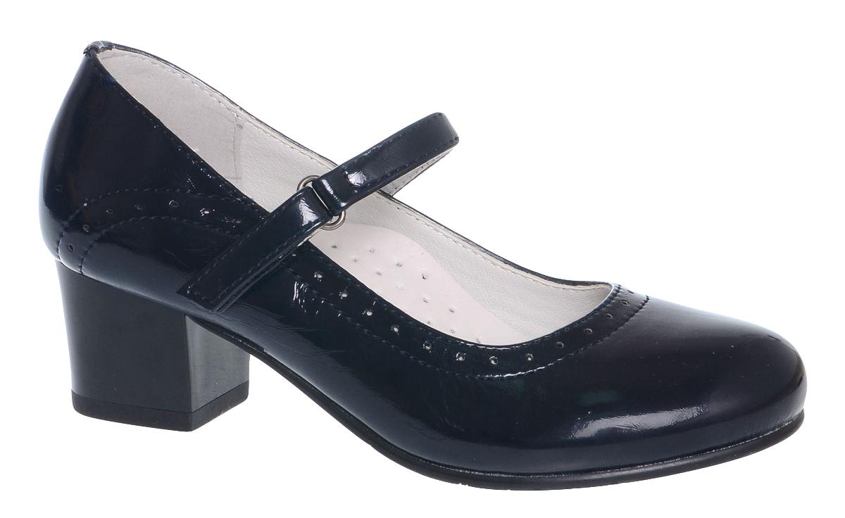 Туфли для девочки Болеро, цвет: темно-синий. D13373C. Размер 38D13373CОчаровательные туфли для девочки Болеро станут неотъемлемой частью повседневной жизни юной модницы.Модель выполнена из искусственной лакированной кожи и оформлена перфорацией. Внутренняя отделка выполнена из натуральной кожи. Удобная застежка-липучка быстро и надежно фиксирует обувь на ноге ребенка, а формованный задник обеспечивает правильную установку стопы внутри туфель, предотвращая развитие деформаций.Стелька с супинатором, изготовленная из натуральной кожи, учитывает анатомические особенности строения детской стопы, обеспечивает профилактику от развития плоскостопия и гарантирует ногам ребенка ощущение комфорта и легкости при ходьбе.Рифленая подошва с каблучком из легкого полимерного термопластичного материала обладает высокой прочностью и гибкостью и обеспечивает надежное сцепление с различными поверхностями.