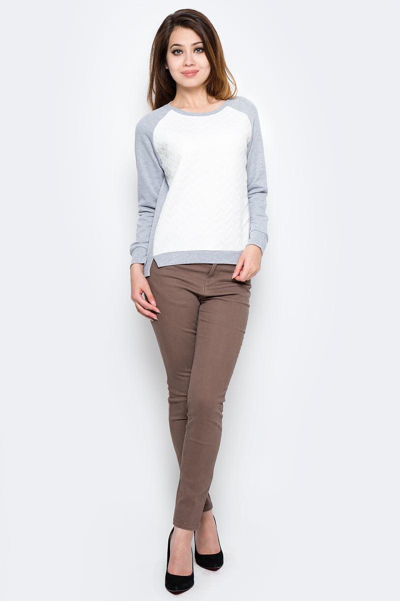 Свитшот женский Sela, цвет: серый меланж. St-313/2023-7310. Размер S (44)St-313/2023-7310Стильный женский свитшот Sela поможет создать модный образ и станет отличным дополнением повседневного гардероба. Модель прямого кроя с удлиненной спинкой и длинными рукавами-реглан изготовлена из качественного материала, простеганного спереди. Круглый вырез горловины, манжеты рукавов и низ изделия спереди дополнены резинкой. Модель подойдет для прогулок и дружеских встреч и будет отлично сочетаться с джинсами и брюками. Мягкая ткань на основе хлопка и полиэстера приятна на ощупь и комфортна в носке.
