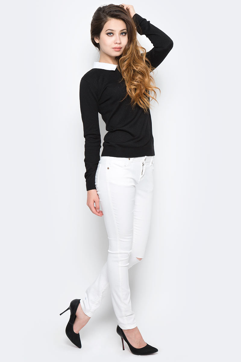Джемпер женский Sela, цвет: черный. JR-114/2057-7320. Размер L (48)JR-114/2057-7320Оригинальный женский джемпер Sela станет отличным дополнением к гардеробу каждой модницы. Модель прямого кроя с длинными рукавами изготовлена из качественного трикотажа мелкой вязки и дополнена контрастным отложным воротничком. Спинка оформлена вырезом-капелькой. Манжеты рукавов и низ изделия связаны широкой резинкой. Модель подойдет для офиса, прогулок и дружеских встреч, будет отлично сочетаться с джинсами и брюками, а также гармонично смотреться с юбками. Мягкая ткань хорошо тянется и приятна на ощупь.