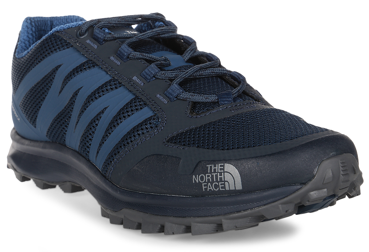 Кроссовки трекинговые мужские The North Face M Litewave Fastpack, цвет: темно-синий. T92Y8YTHB. Размер 10 (43)T92Y8YTHBThe North Face - легкие и очень комфортные кроссовки. Удобная шнуровка, верх из сетчатой ткани - в этих кроссовках есть все для комфортного передвижения в течение всего дня. Рельефная поверхность подошвы гарантируют отличное сцепление на любых поверхностях. В таких кроссовках вашим ногам будет комфортно и уютно.