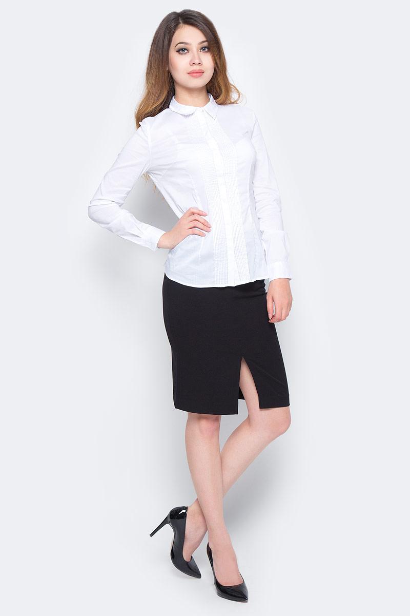 Рубашка женская Sela, цвет: белый. B-112/1305-7350. Размер 48B-112/1305-7350Классическая женская рубашка Sela, изготовленная из качественного материала, поможет создать стильный образ и станет отличным дополнением к повседневному гардеробу. Модель приталенного кроя с отложным воротничком застегивается спереди на пуговицы, скрытые планкой. Манжеты длинных рукавов также дополнены пуговицей. Модель подойдет для офиса, прогулок или дружеских встреч и будет отлично сочетаться с юбками, а также гармонично смотреться с джинсами и брюками. Мягкая ткань на основе хлопка, нейлона и эластана приятна на ощупь и комфортна в носке.