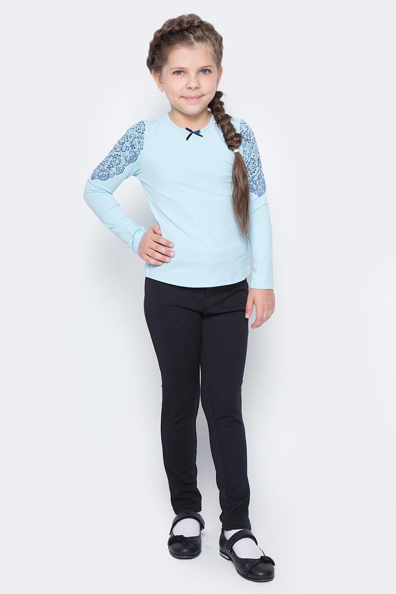 Блузка для девочки Nota Bene, цвет: голубой. CJR27033B10. Размер 158CJR27033A10/CJR27033B10Блузка для девочки Nota Bene выполнена из хлопкового трикотажа. Модель с длинными рукавами и круглым вырезом горловины оформлена принтом в виде кружева. Блузка декорирована атласным бантиком.