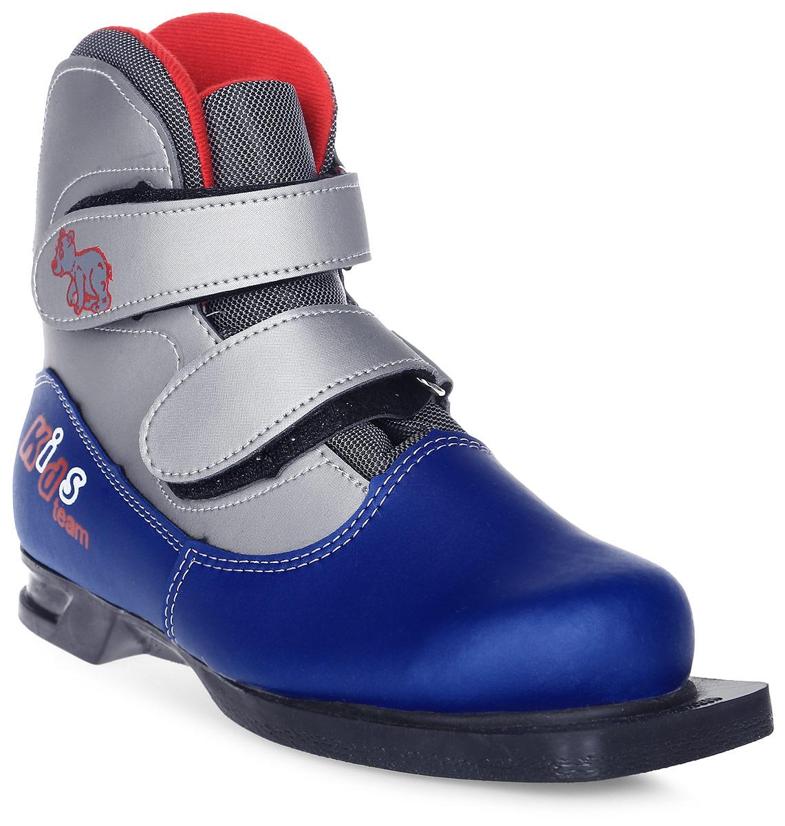 Ботинки лыжные детские Marax, цвет: серый, синий. NN75. Размер 36NN75 KidsчЛыжные детские ботинки Marax предназначены для активного отдыха. Модель изготовлена из морозостойкой искусственной кожи и текстиля. Подкладка выполнена из искусственного меха и флиса, благодаря чему ваши ноги всегда будут в тепле. Шерстяная стелька комфортна при беге. Вставка на заднике обеспечивает дополнительную жесткость, позволяя дольше сохранять первоначальную форму ботинка и предотвращать натирание стопы. Ботинки снабжены удобными застежками-липучками, которые надежно фиксируют модель на ноге и регулируют объем, а также язычком-клапаном, который защищает от попадания снега и влаги. Подошва системы 75 мм из двухкомпонентной резины, является надежной и весьма простой системой крепежа и позволяет безбоязненно использовать ботинок до -30°С. В таких лыжных ботинках вам будет комфортно и уютно.
