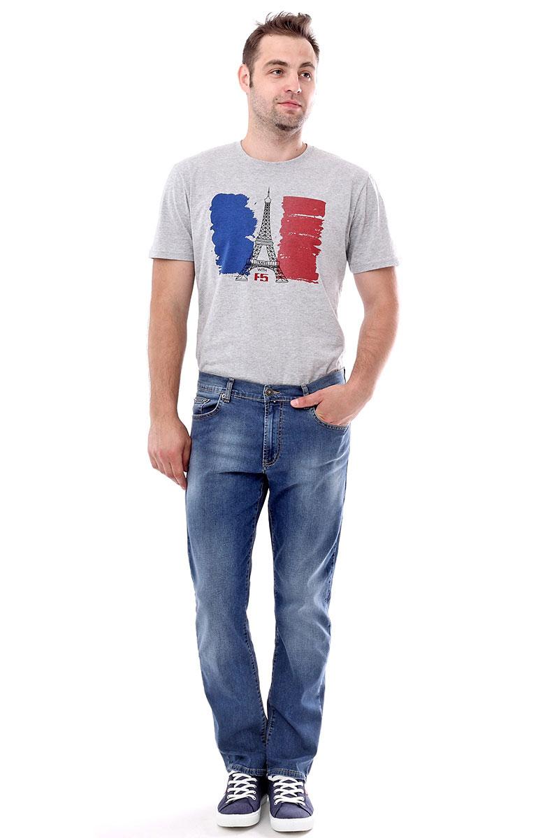 Джинсы мужские F5, цвет: синий. 175045_0965/L. Размер 38-32 (52/54-32)175045_0965/L, Blue denim P-7 str., w.mediumМужские джинсы F5 выполнены из качественного эластичного материала. Модель слегка зауженного к низу кроя на талии застегивается на пуговицу и имеет ширинку на застежке-молнии. На поясе имеются шлевки для ремня. Джинсы представляют собой классическую пятикарманку: два втачных и накладной карманы спереди и два накладных кармана сзади.