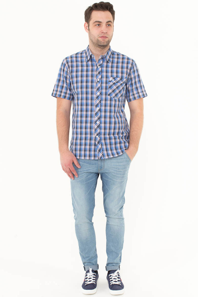 Рубашка мужская F5, цвет: голубой, синий, белый. 176009_07151. Размер XXL (54)176009_07151, Cotton, Check 9Стильная мужская рубашка F5, изготовленная из высококачественного материала, поможет создать модный образ и станет отличным дополнением к повседневному гардеробу. Модель прямого кроя с отложным воротничком застегивается на пуговицы и дополнена накладным карманом. Рубашка подойдет для офиса, прогулок или дружеских встреч и будет отлично сочетаться с джинсами и брюками.