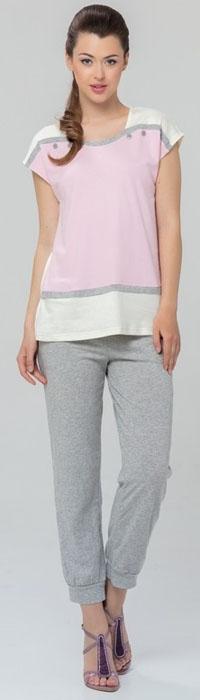 Домашний комплект женский Tesoro, цвет: серый, светло-розовый. 462К2. Размер 44462К2Оригинальный женский комплект одежды для дома и отдыха Tesoro изготовлен из высококачественного хлопка-пенье с небольшим содержанием лайкры. Комплект состоит из футболки с короткими рукавами и брюк длиной 7/8. Брючины дополнены манжетами. Футболка оформлена принтом, декорирована пуговицами.
