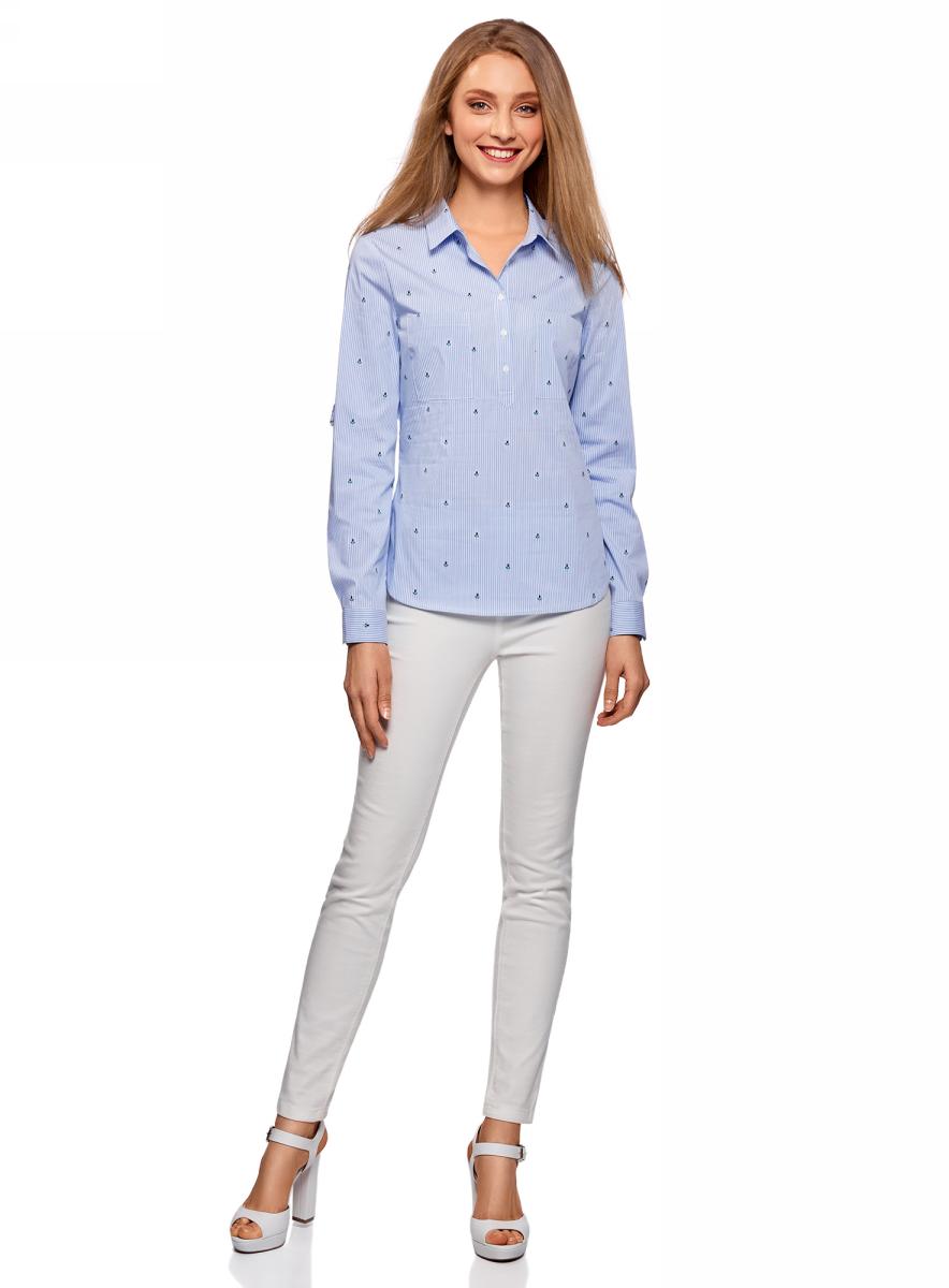 Блузка женская oodji Ultra, цвет: голубой, белый. 11403222-6B/46807/7010S. Размер 34-170 (40-170)11403222-6B/46807/7010SСтильная блузка oodji изготовлена из качественной смесовой ткани. Модель с отложным воротничком и длинными рукавами застегивается на пуговицы. Манжеты рукавов дополнены пуговицами, низ блузки слегка закруглен.