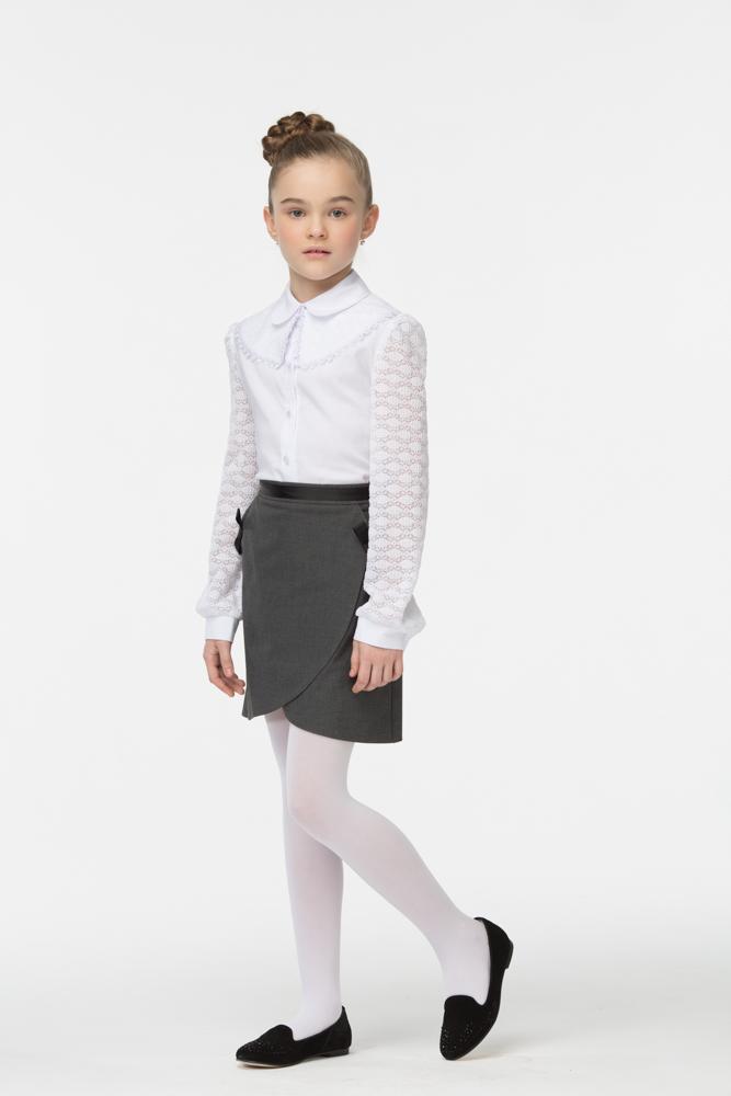 Блузка для девочки Смена, цвет: белый. 16с711-00. Размер 134/14016с711-00Блузка для девочки от бренда Смена выполнена из смесового хлопка. Модель полуприлегающего силуэта с отложным скругленным воротником и длинным рукавом из гипюра с заложенными у плеча и манжета складками. Блузка дополнена широким съемным воротником из гипюра, декорированным объемными цветами и кружевной тесьмой по краю. Изделие застегивается на пуговицы.