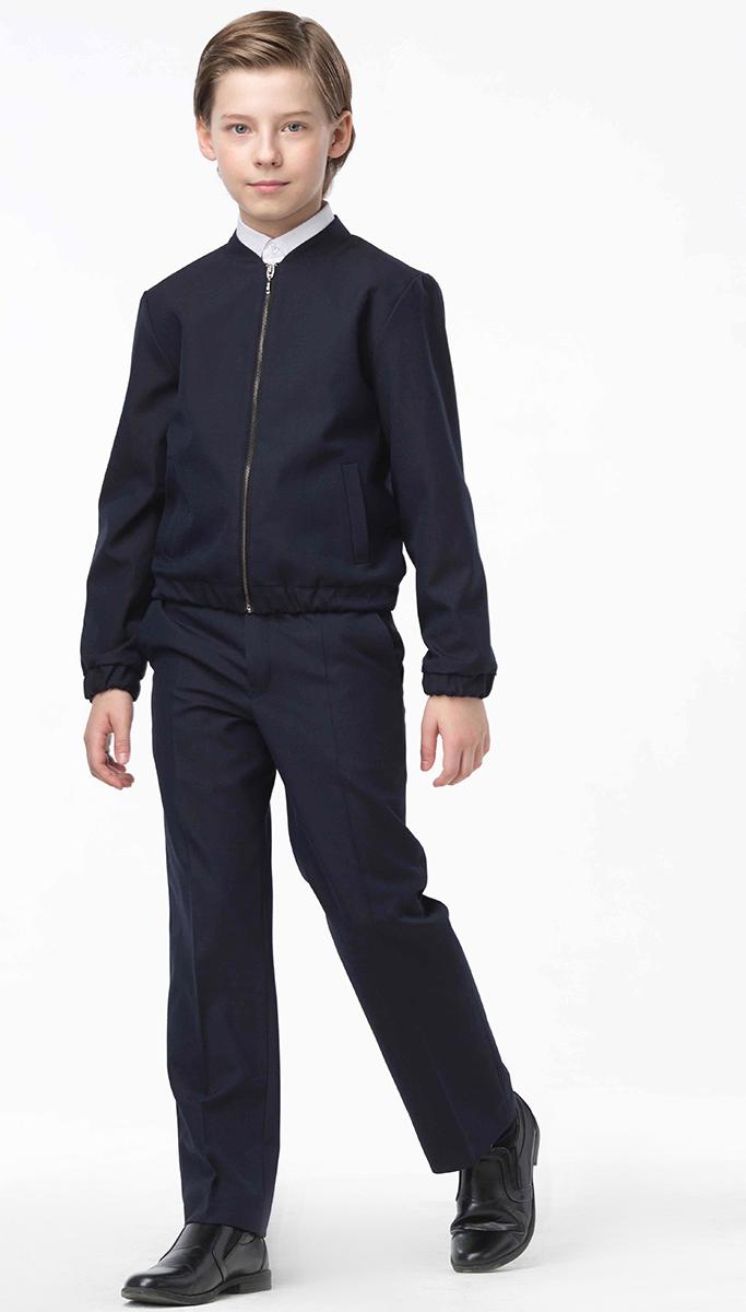 Бомбер для мальчика Смена, цвет: темно-синий. 16с88. Размер 122/12816с88Куртка-бомбер для мальчика от бренда Смена займет достойное место в школьном гардеробе. Модель выполнена из смесовой вискозы. Бомбер свободного силуэта с воротником-подкройной стойкой и длинным втачным рукавом. Куртка дополнена прорезными боковыми карманами. Низ изделия и рукавов на резинке. Застегивается бомбер на застежку-молнию.