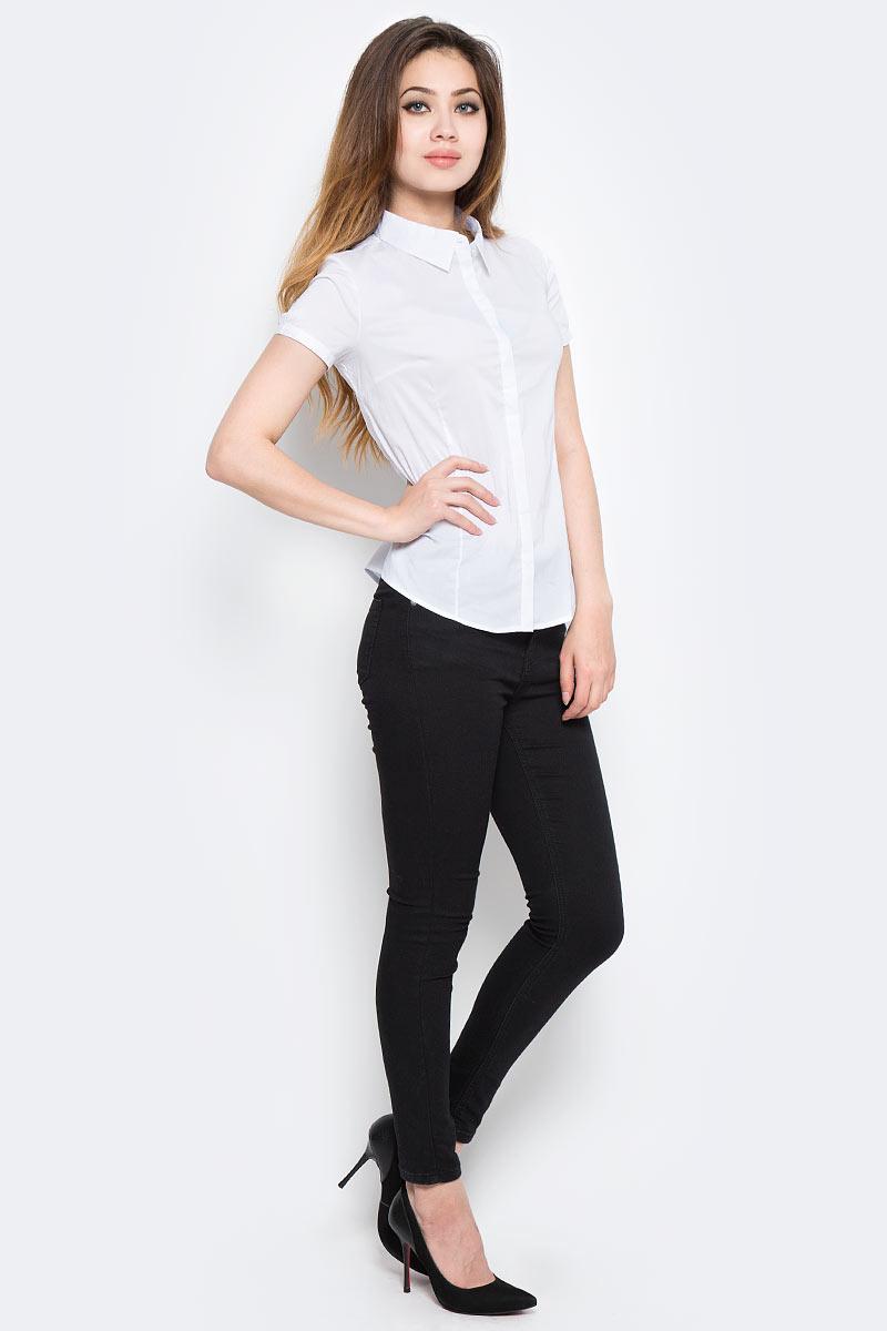Рубашка женская Sela, цвет: белый. Bs-112/1302-7350. Размер 46Bs-112/1302-7350Стильная женская рубашка Sela, изготовленная в классическом стиле из качественного материала, поможет создать модный образ и станет отличным дополнением к повседневному гардеробу. Модель приталенного кроя с отложным воротничком застегивается спереди на пуговицы, скрытые планкой. Модель подойдет для офиса, прогулок или дружеских встреч и будет отлично сочетаться с юбками, а также гармонично смотреться с джинсами и брюками. Мягкая ткань на основе хлопка, нейлона и эластана приятна на ощупь и комфортна в носке.