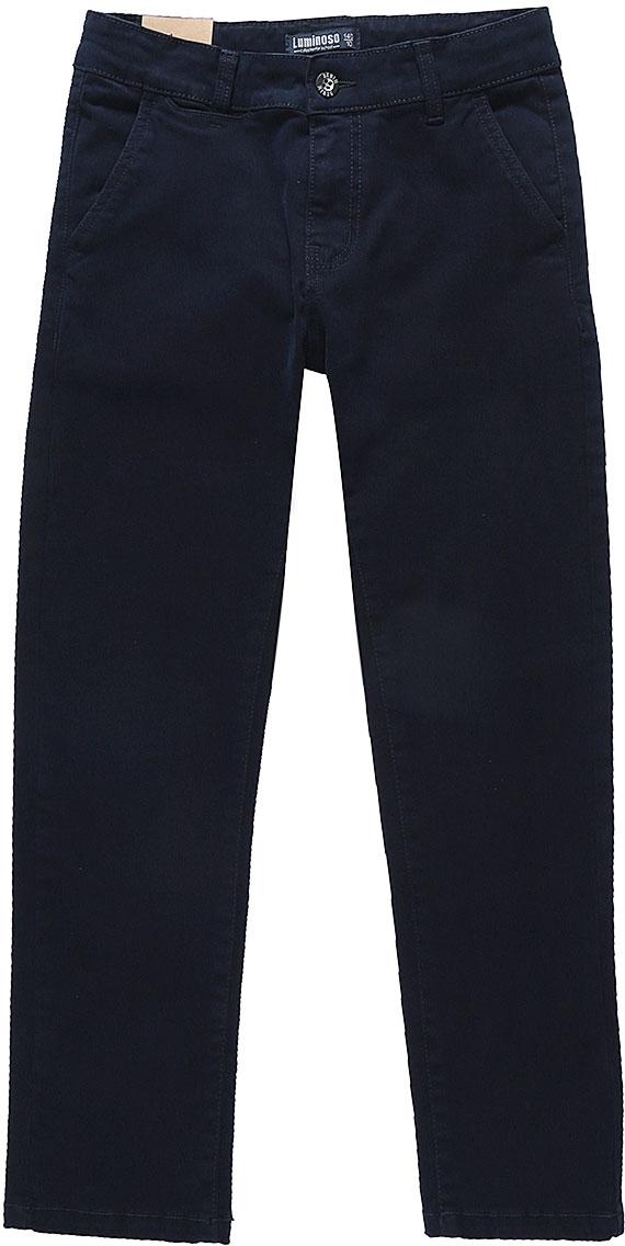 Брюки для мальчика Luminoso, цвет: темно-синий. 727071. Размер 146727071Брюки для мальчика Luminoso выполнены из хлопка с добавлением спандекса. Модель имеет классический крой и среднюю посадку. Застегивается на ширинку с молнией и пуговицу в поясе. Пояс дополнен шлевками для ремня. Брюки спереди имеют два прорезных кармана с косым срезом, сзади - два прорезных кармана на пуговицах.