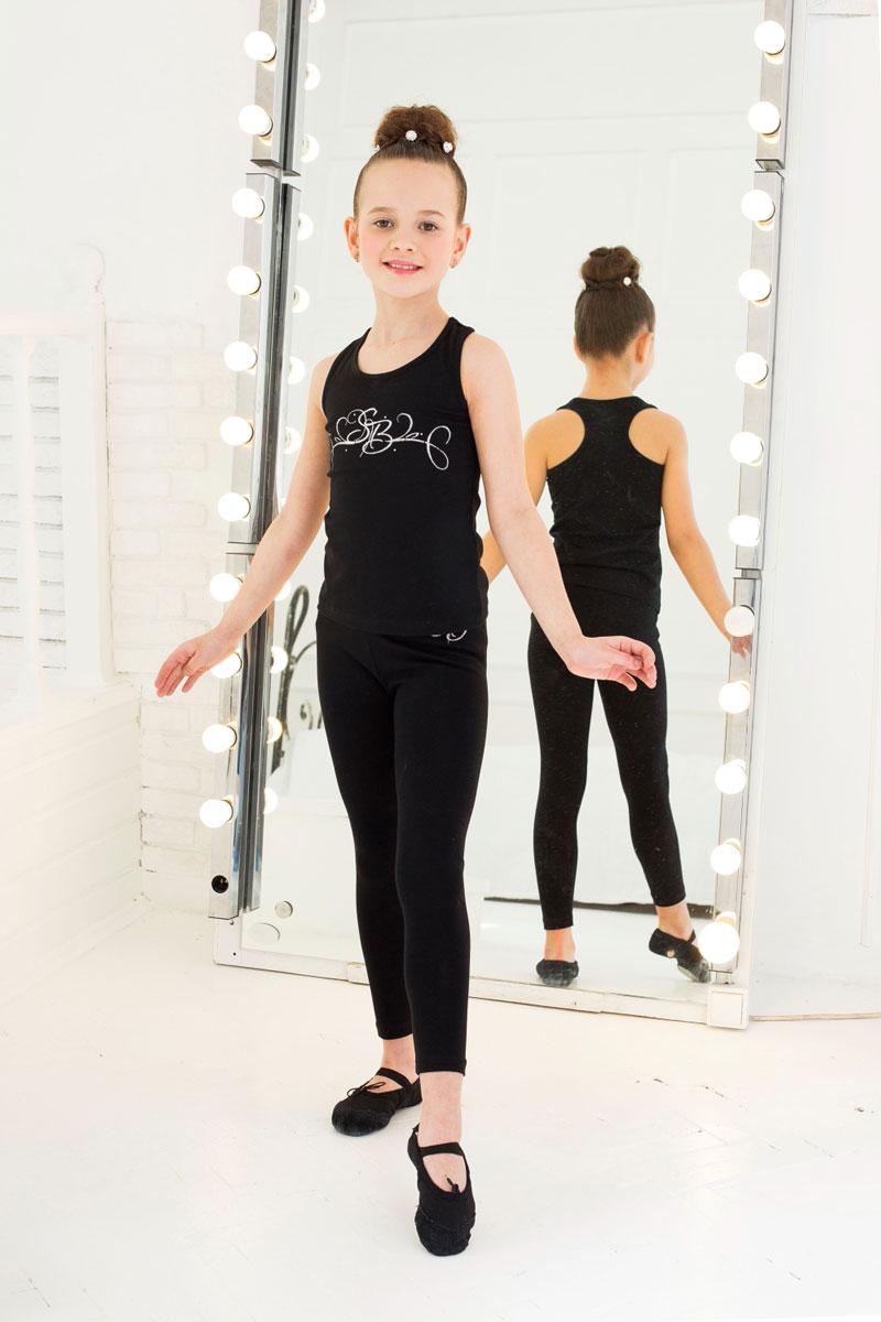Майка для девочки Luminoso, цвет: черный. 734513. Размер 98/104734513Майка для девочки Luminoso изготовлена из хлопка с добавлением эластана. Модель без рукавов имеет круглый вырез горловины. На груди майка дополнена узором.
