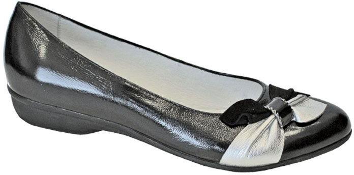 Туфли для девочки San Marko, цвет: черный. 063293. Размер 33063293Эффектные туфли от San Marko придутся по душе юной моднице!Модель выполнена из натуральной кожи и оформлена на мысе оригинальным бантом. Подкладка и стелька из натуральной кожи позволяют ногам дышать.Стильные туфли займут достойное место в гардеробе вашей девочки.