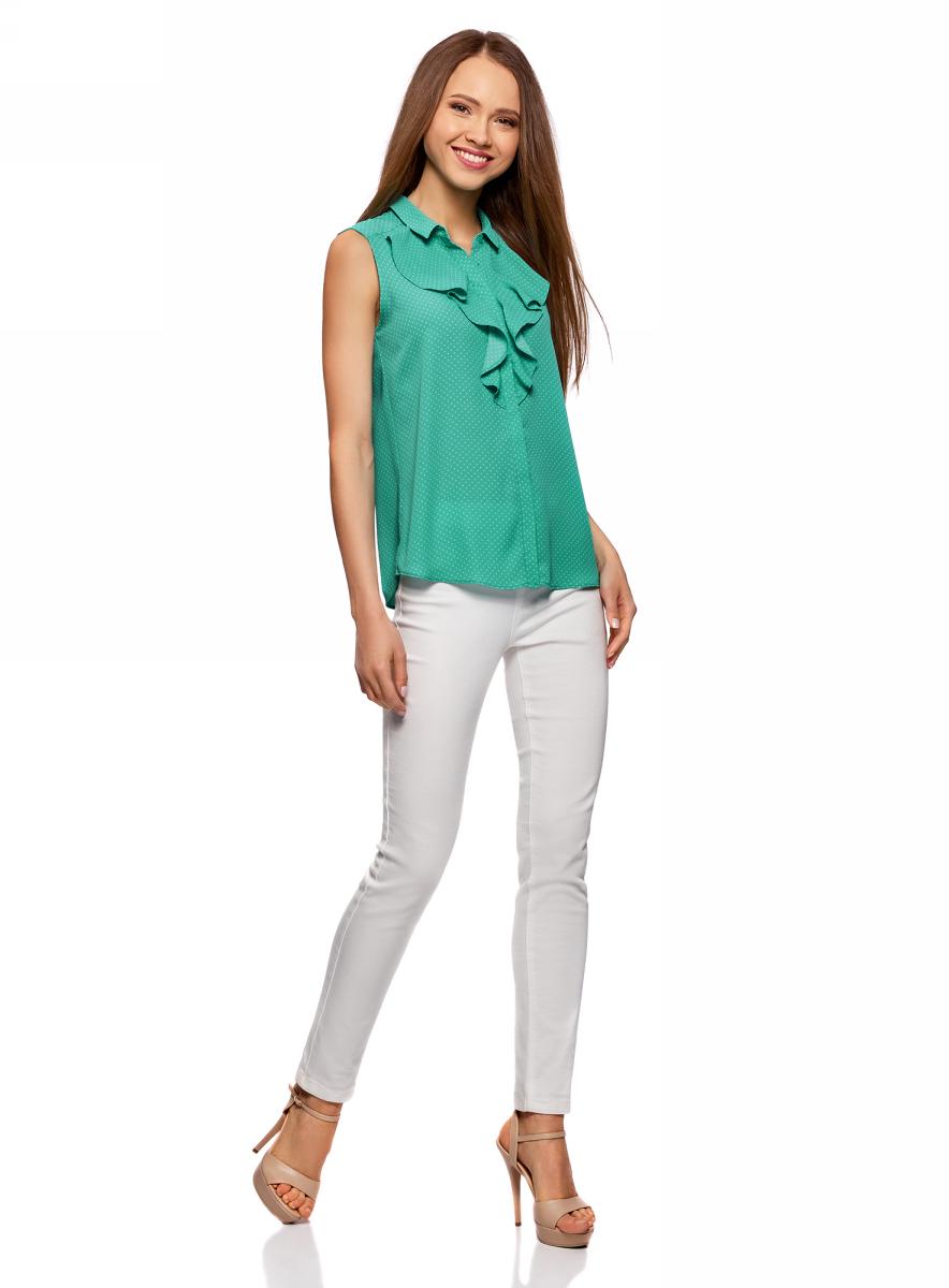 Блузка женская oodji Collection, цвет: изумрудный, белый. 21411108/36215/6D12D. Размер 36 (42-170)21411108/36215/6D12DЛаконичная женская блуза oodji Collection выполнена из струящегося материала и оформлена воланами. Модель прямого кроя с отложным воротничком застегивается по всей длине на пуговицы, скрытые планкой. Блуза подойдет для офиса, прогулок и дружеских встреч и будет отлично сочетаться с джинсами и брюками, а также гармонично смотреться с юбками. Мягкая ткань на основе полиэстера приятна на ощупь и комфортна в носке.