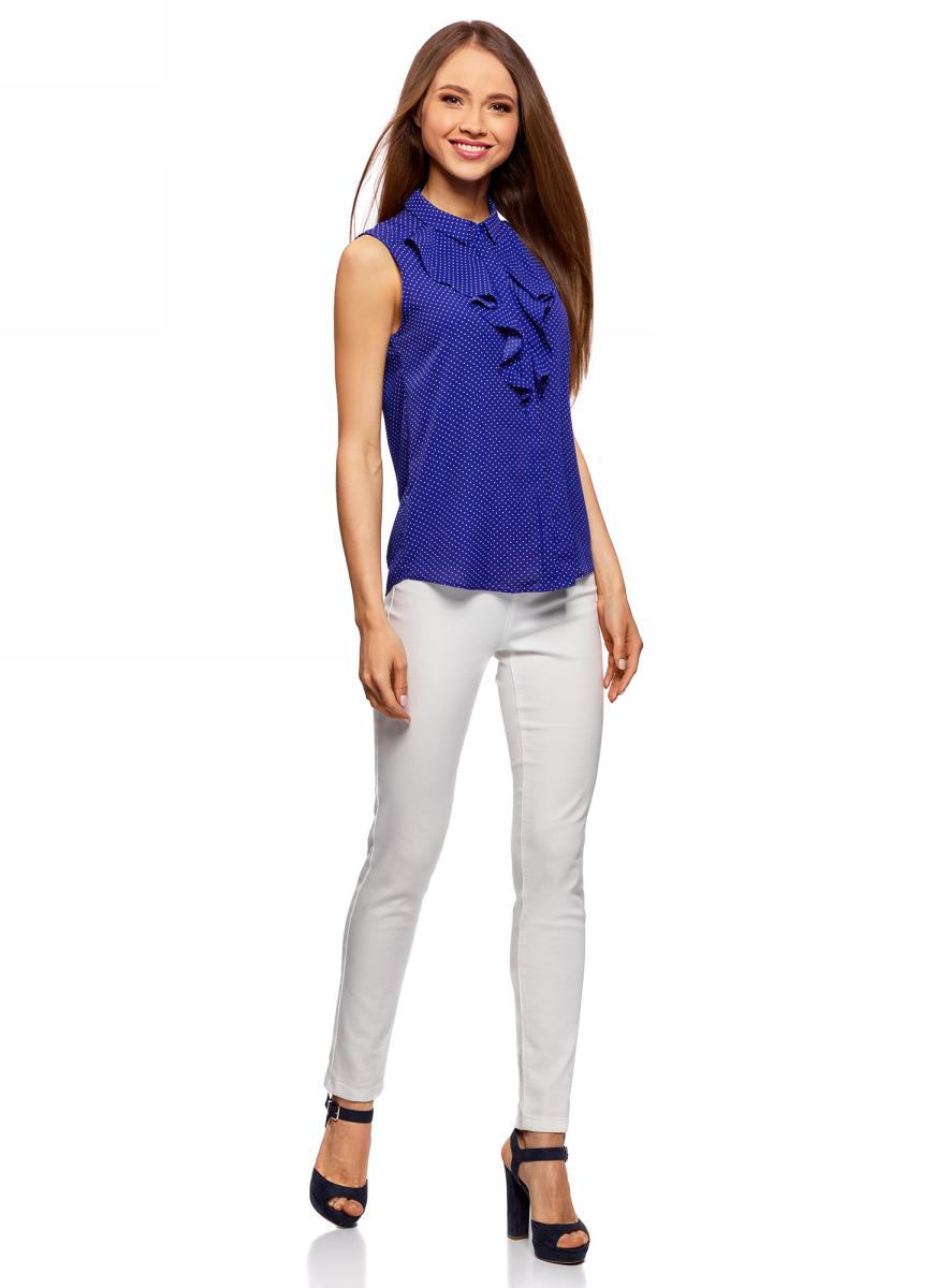 Блузка женская oodji Collection, цвет: синий, белый. 21411108/36215/7512D. Размер 42 (48-170)21411108/36215/7512DЛаконичная женская блуза oodji Collection выполнена из струящегося материала и оформлена воланами. Модель прямого кроя с отложным воротничком застегивается по всей длине на пуговицы, скрытые планкой. Блуза подойдет для офиса, прогулок и дружеских встреч и будет отлично сочетаться с джинсами и брюками, а также гармонично смотреться с юбками. Мягкая ткань на основе полиэстера приятна на ощупь и комфортна в носке.