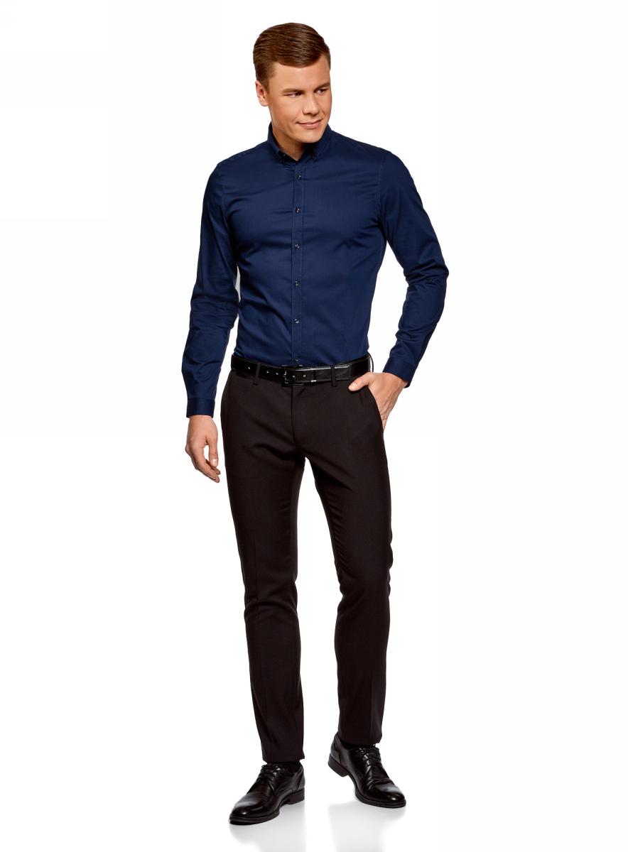 Рубашка муж oodji Basic, цвет: синий. 3B140002M/34146N/7500N. Размер 39 (46-182)3B140002M/34146N/7500NБазовая рубашка классического кроя с аккуратным отложным воротником. Застежка на пуговицы, низ рубашки слегка закруглен, длинные рукава с манжетами на пуговице. Воротник с пуговицами на углах смотрится сдержанно и элегантно. Спинка на кокетке. Приятная на ощупь ткань из хлопка с эластаном не раздражает кожу и практична в уходе, не теряет вида после стирок. Приталенная рубашка отлично смотрится на любой фигуре. Стильная рубашка органично впишется в ваш базовый деловой гардероб. Она незаменима для создания строгих и элегантных деловых образов с классическими брюками, галстуками и пиджаками. С этой же рубашкой вы можете создать и более непринужденный комплект, надев ее с джинсами и джемпером. Из обуви отлично подойдут классические туфли или легкие ботинки. В этой рубашке вы всегда будете выглядеть безупречно!