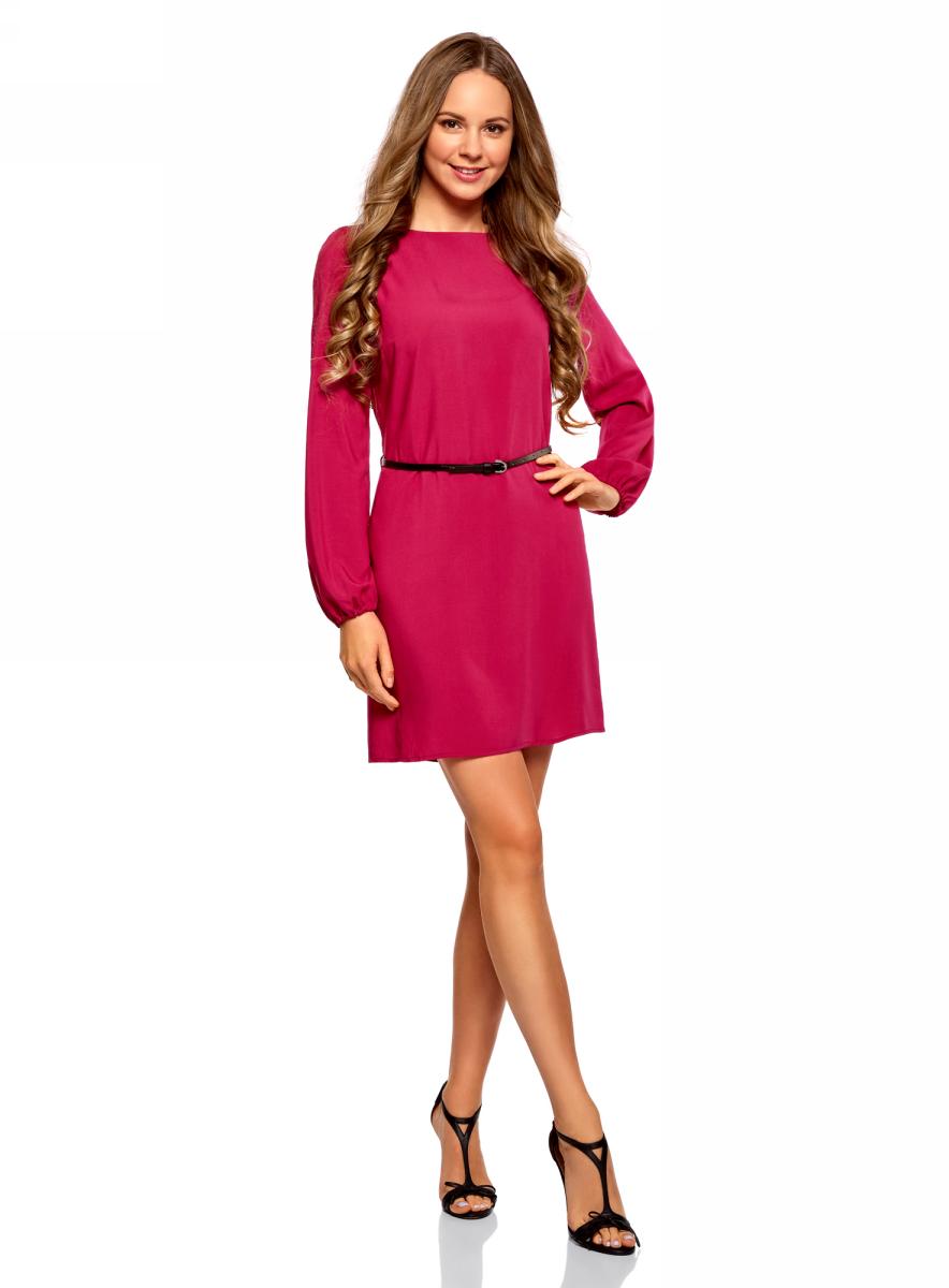 Платье oodji Ultra, цвет: темно-розовый. 11900150-8B/42540/4900N. Размер 40 (46-170)11900150-8B/42540/4900NСтильное короткое платье с длинным рукавом. Модель прямого силуэта с вырезом-лодочкой смотрится сдержанно и элегантно. Длинные прямые рукава собраны снизу на эластичную резинку. Линию талии подчеркивает узкий контрастный ремешок с изящной пряжкой. Легкая и шелковистая ткань из вискозы красиво струится и не стесняет движений. Платье длиной выше колена прекрасно смотрится на самых разных фигурах. Красивое базовое платье - прекрасный выбор для создания деловых и повседневных нарядов. В этом платье днем можно пойти на работу, а вечером отправиться на свидание или встречу с друзьями. Достаточно дополнить его яркими аксессуарами, и у вас получится праздничный наряд! Базовое платье красиво смотрится в сочетании с изящными туфлями на высоком каблуке и элегантным клатчем. А если похолодает, сверху можно накинуть пальто или тренч. В этом платье вы будете чувствовать себя привлекательной в любой ситуации!