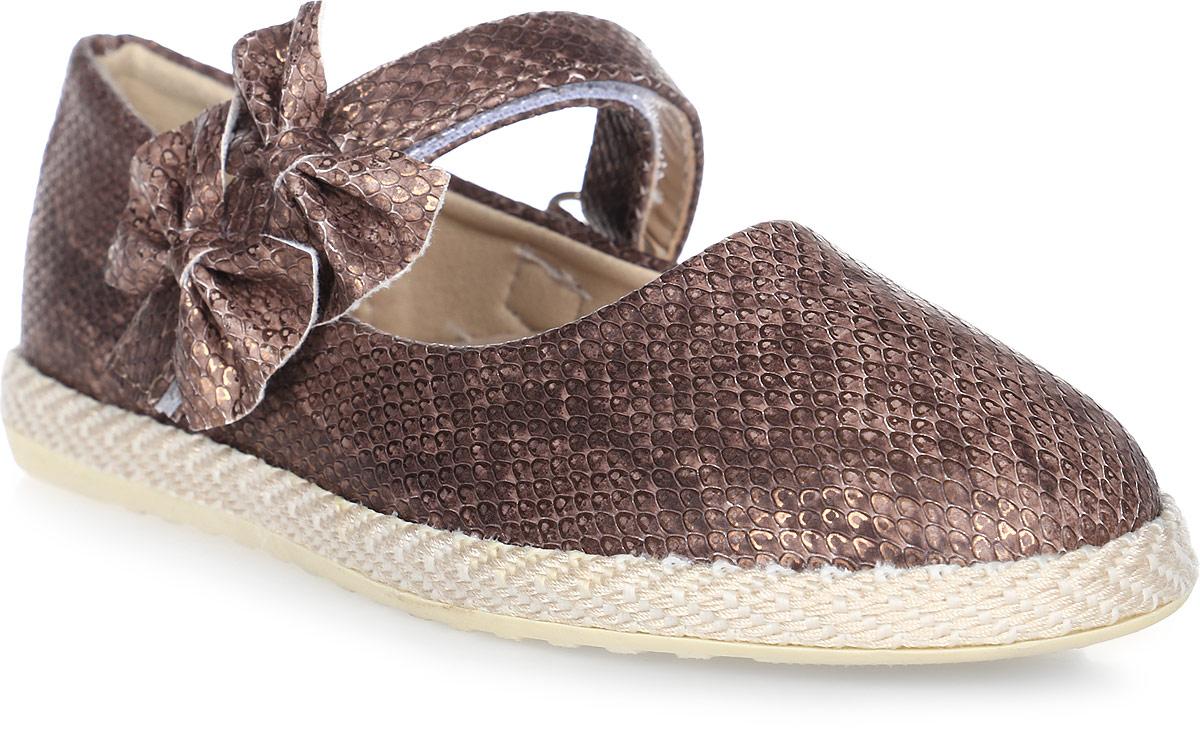 Туфли для девочки Капитошка, цвет: темно-коричневый. C7504. Размер 34C7504Прелестные туфли для девочки от Капитошка изготовлены из искусственной кожи с поверхностью, имитирующей чешую рептилии, и оформлены двумя крупными бантиками на ремешке, плетением в верхней части подошвы. Модель фиксируется на ножке ребенка при помощи ремешка на застежке-липучке. Внутренняя поверхность, выполненная из комбинации натуральной и искусственной кожи, и стелька, выполненная из комбинации натуральной кожи и текстиля, отвечают за оптимальный комфорт при движении. Стелька дополнена супинатором, который обеспечивает правильное положение ноги ребенка при ходьбе, предотвращает плоскостопие. Перфорация на стельке позволяет ножкам дышать. Подошва, изготовленная из ТЭП, дополнена рельефной поверхностью.