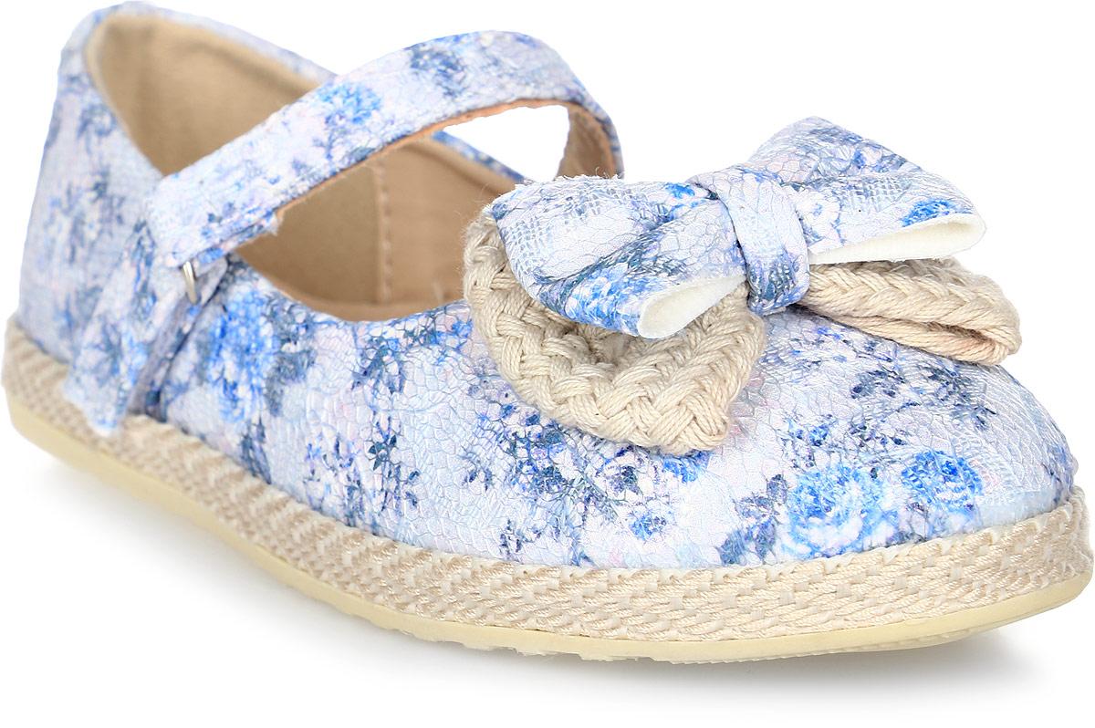 Туфли для девочки Капитошка, цвет: белый, синий, светло-бежевый. C7507. Размер 33C7507Прелестные туфли для девочки от Капитошка изготовлены из искусственной кожи с поверхностью, имитирующей чешую рептилии, и оформлены двойным бантиком на мысе, плетением в верхней части подошвы. Модель фиксируется на ножке ребенка при помощи ремешка на застежке-липучке. Внутренняя поверхность, выполненная из комбинации натуральной и искусственной кожи, и стелька, выполненная из комбинации натуральной кожи и текстиля, отвечают за оптимальный комфорт при движении. Стелька дополнена супинатором, который обеспечивает правильное положение ноги ребенка при ходьбе, предотвращает плоскостопие. Перфорация на стельке позволяет ножкам дышать. Подошва, изготовленная из ТЭП, дополнена рельефной поверхностью.