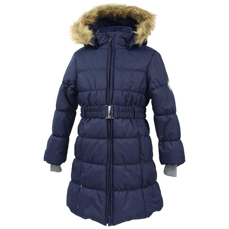 Пальто для девочки Huppa Yacaranda, цвет: темно-синий. 12030030-70086. Размер 14612030030-70086Стильное пальто Huppa идеально подойдет для ребенка в прохладное время года. Модель изготовлена из полиэстера.Пальто с капюшоном и небольшим воротником-стойкой застегивается на застежку-молнию с двумя бегунками и дополнительно имеет внутренний ветрозащитный клапан, а также защиту подбородка. Капюшон оформлен мехом. Низ рукавов дополнен эластичными манжетами, не стягивающими запястья. Спереди модель дополнена двумя втачными карманами. Пальто дополнено съемным эластичным поясом.