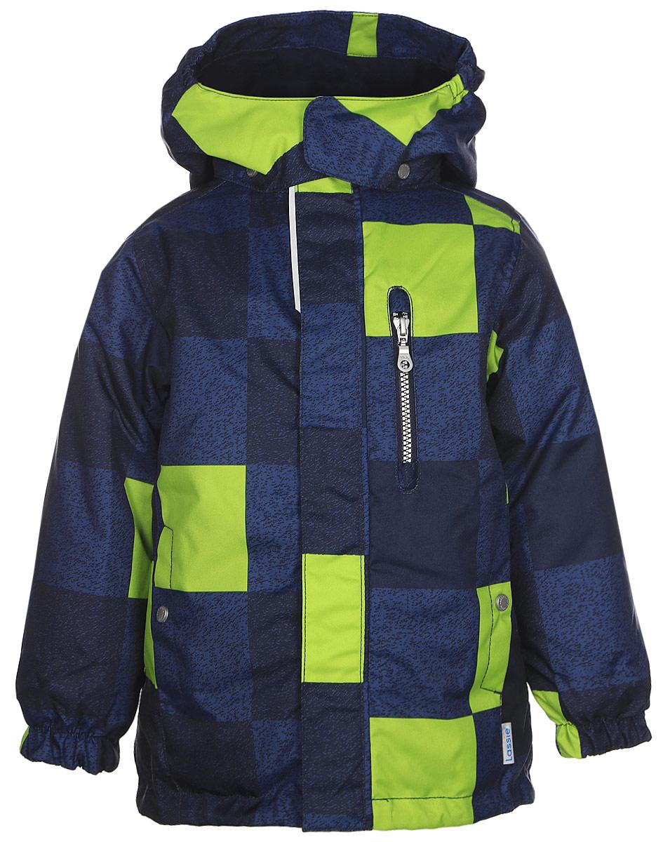 Куртка детская Lassie, цвет: синий. 7217196961. Размер 987217196961Детская куртка Lassie c длинными рукавами, съёмным капюшоном и воротником-стойкой изготовлена из ветронепроницаемого, дышащего материала с верхним водо- и грязеотталкивающим слоем. Подкладка - полиэстер. Наполнитель - синтепон. Модель застегивается на застежку-молнию и имеет ветрозащитный клапан на липучках. Куртка дополнена нагрудным карманом на застежке-молнии и имеет два боковых кармана на кнопках. Рукава оснащены эластичными резинками на манжетах. Изделие оформлено принтом в клетку и дополнено светоотражающим логотипом на спинке.