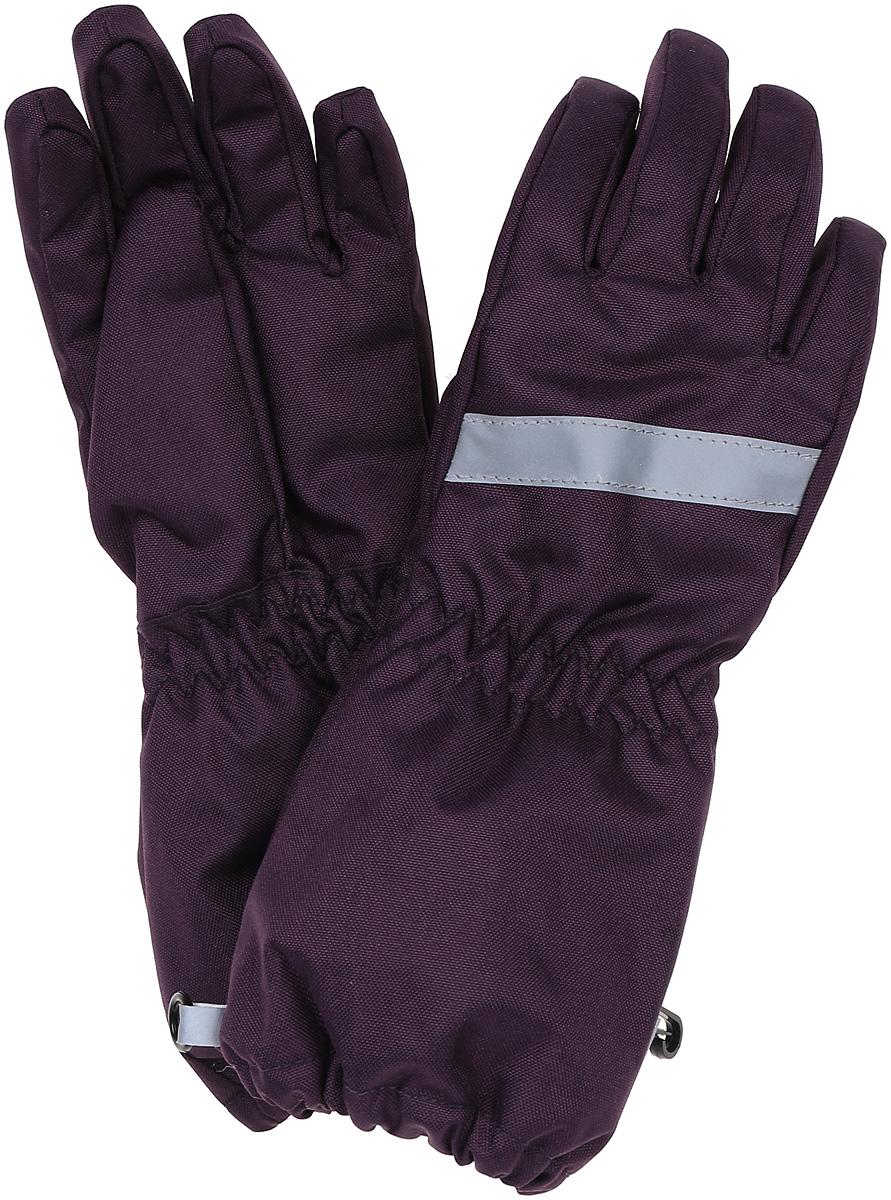 Перчатки для девочки Lassie, цвет: лиловый. 7277184920. Размер 47277184920Зимние перчатки Lassie сочетают в себе практичность и комфорт! Отличный выбор для ежедневной носки. Перчатки изготовлены из очень прочного, водо- и ветронепроницаемого дышащего материала и снабжены водонепроницаемой мембраной, которая обеспечит вашему ребенку долгие и сухие прогулки на свежем воздухе. Усиления на ладони и большом пальце не пропускают влагу и обеспечивают хороший захват. Трикотажная подкладка из полиэстера с начесом очень мягкая и приятная на ощупь. Эластичная резинка на запястье обеспечивает удобную посадку перчаток на руке. Сверху изделие дополнено светоотражающей вставкой.