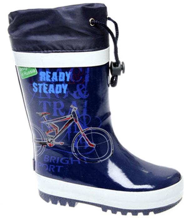 Сапоги резиновые для мальчика Сказка, цвет: темно-синий, белый. S24325. Размер 28S24325/S24625Стильные сапоги для мальчика от Сказка изготовлены из резины и оформлены красочным изображением велосипеда, разнообразными надписями и задним наружным ремнем. Отсутствие застежек компенсировано объемом голенища. Текстильный верх голенища регулируется в объеме за счет шнурка с бегунком. Мягкая подкладка и стелька, выполненные из текстиля, отвечают за максимальный комфорт при движении. Ярлычок, расположенный на голенище, облегчает процесс надевания и снимания сапог. Резиновая подошва дополнена глубоким рисунком протектора.