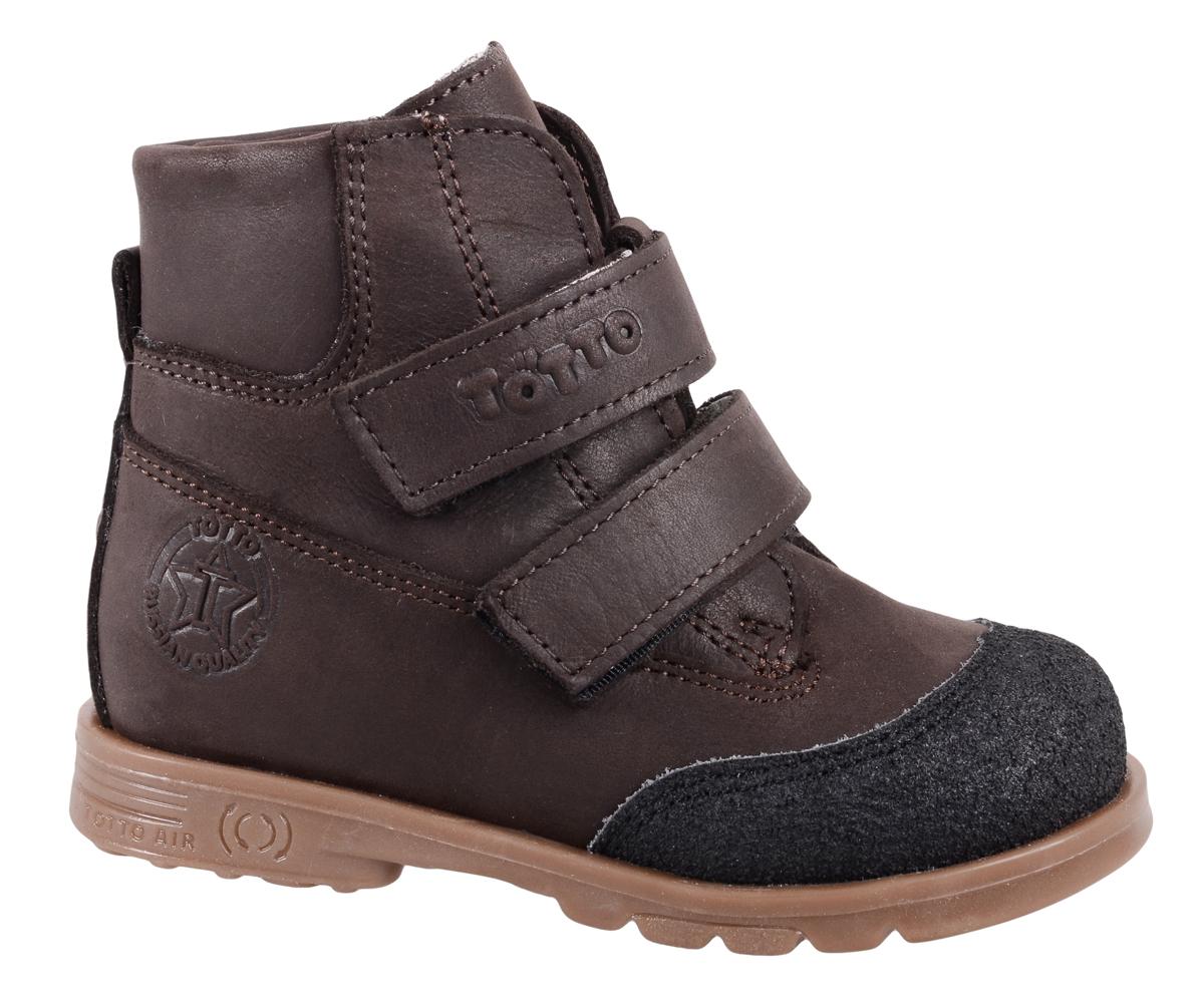 Ботинки для мальчика Тотто, цвет: темно-коричневый. 126/1-БП. Размер 24126/1-БПСтильные ботинки для мальчика Тотто займут достойное место в гардеробе вашего ребенка. Модель с высоким жестким задником и усиленным мыском выполнена из натуральной кожи и оформлена тисненым логотипом бренда и прострочкой. Внутренняя поверхность ботинок и стелька выполнены из байки, обеспечивающей тепло и комфорт при движении. Верх изделия дополнен удобными застежками-липучками, которые обеспечат комфортную фиксацию модели на ноге и отрегулируют объем, а рифленая поверхность подошвы защитит от скольжения во время движения. Стильные ботинки - незаменимая вещь в гардеробе каждого мальчика!