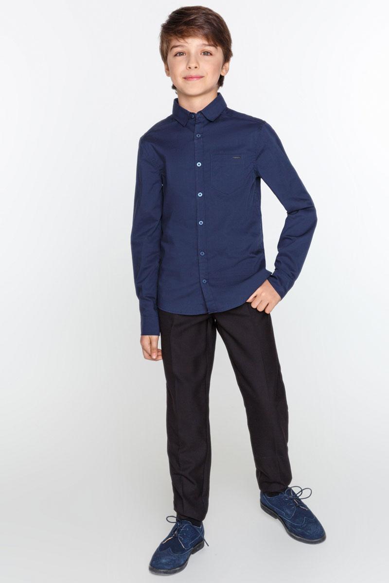 Рубашка для мальчика Acoola Selenium, цвет: темно-синий. 20100280008_600. Размер 14620100280008_600Стильная рубашка для мальчика Acoola Selenium изготовлена из хлопкового эластичного поплина и дополнена накладным карманом на груди. Модель классического кроя с длинными рукавами и отложным воротничком застегивается спереди на пуговицы. Манжеты рукавов также дополнены пуговицами. Такая рубашка поможет создать модный школьный образ и станет отличным дополнением к повседневному гардеробу юного мужчины.