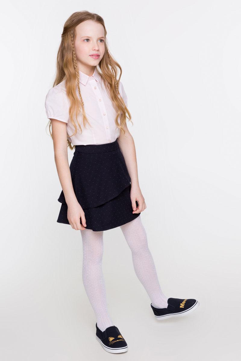 Блузка для девочки Acoola Klio, цвет: светло-розовый. 20200270004_3400. Размер 12820200270004_3400Стильная блузка для девочки Acoola Klio, изготовленная из хлопкового поплина и оформленная кружевом на воротнике, поможет создать модный школьный образ и станет отличным дополнением к повседневному гардеробу. Модель приталенного кроя с короткими рукавами-фонариками и отложным воротничком застегивается спереди на яркие пуговицы. Манжеты рукавов присборены на резинку. Модель будет отлично сочетаться с юбками, а также гармонично смотреться с джинсами и брюками. Мягкая ткань на основе хлопка и полиуретана приятна на ощупь и комфортна в носке.