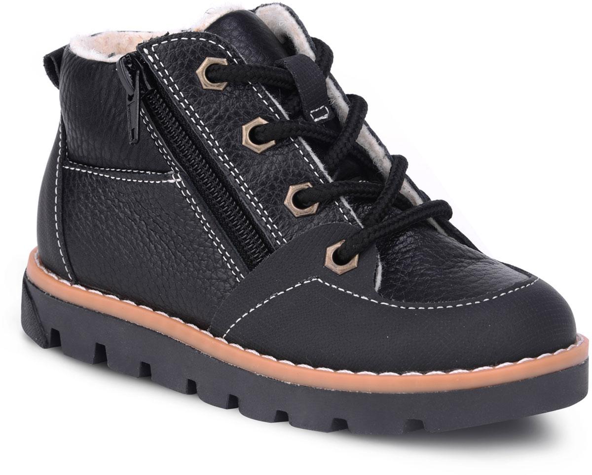 Ботинки детские TapiBoo Стокгольм, цвет: черный. 23008. Размер 3223008Утепленные ботинки от TapiBoo придутся по душе как маленьким непоседам, так и их родителям. Многослойная, анатомическая стелька гарантирует правильное формирование стопы. Жесткий фиксирующий задник с удлиненным крылом надежно стабилизирует голеностопный сустав во время ходьбы. Упругая, умеренно-эластичная подошва, имеющая перекат позволяющий повторить естественное движение стопы при ходьбе для правильного распределения нагрузки на опорно-двигательный аппарат ребенка. Подкладка из байки Lanatex поддерживает комфортную температуру внутри обуви при погодных условиях от +5°С до -5°С градусов. Для дополнительного удобства ботинки снабжены двумя застежками-молниями, что позволяет легко, не расшнуровывая, снимать и надевать обувь.