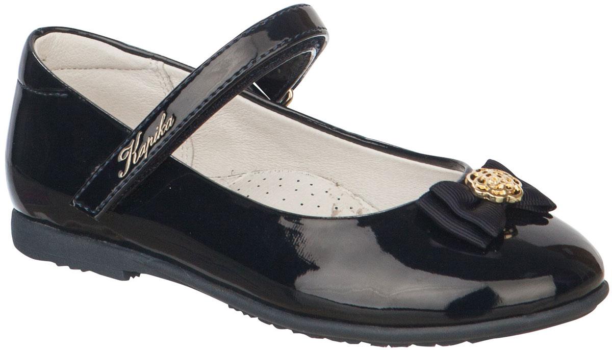 Туфли для девочки Kapika, цвет: черный. 92043-1. Размер 3092043-1Туфли от Kapika выполнены из искусственной кожи. Модель оформлена на мысе декоративным элементом. Ремешок с застежкой-липучкой надежно зафиксирует ногу, не давая ей смещаться в разные стороны. Внутренняя поверхность и стелька из натуральной кожи обеспечивают комфорт при движении. Рифленая поверхность подошвы обеспечивает отличное сцепление с любой поверхностью. Стильные туфли - незаменимая вещь в гардеробе вашей девочки.