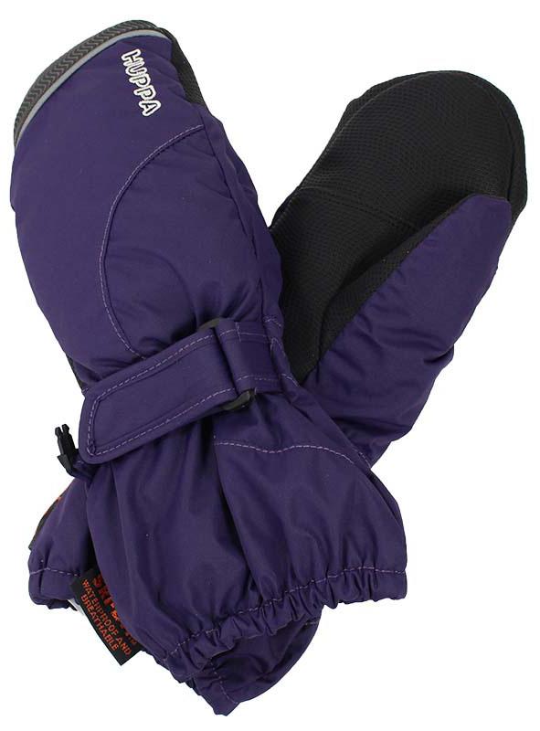 Варежки детские Huppa Maggie, цвет: фиолетовый. 8170BASE-70073. Размер 18170BASE-70073Детские варежки Huppa Maggie, изготовленные из высококачественного полиэстера, станут идеальным вариантом для холодной зимней погоды. Первоклассный мембранный материал и промежуточный слой SKY-DRY с теплой мягкой флисовой подкладкой, а также наполнитель из полиэстера надежно сохранят тепло и не дадут ручкам вашего малыша замерзнуть.Варежки дополнены удлиненными манжетами, которые помогут предотвратить попадание снега и влаги. На запястьях варежки собраны на эластичные резинки, что обеспечивает комфортную и надежную посадку. Изделие дополнено хлястиками на липучках, которые позволяют регулировать обхват манжет. С внешней стороны варежки оформлены светоотражающей полоской.