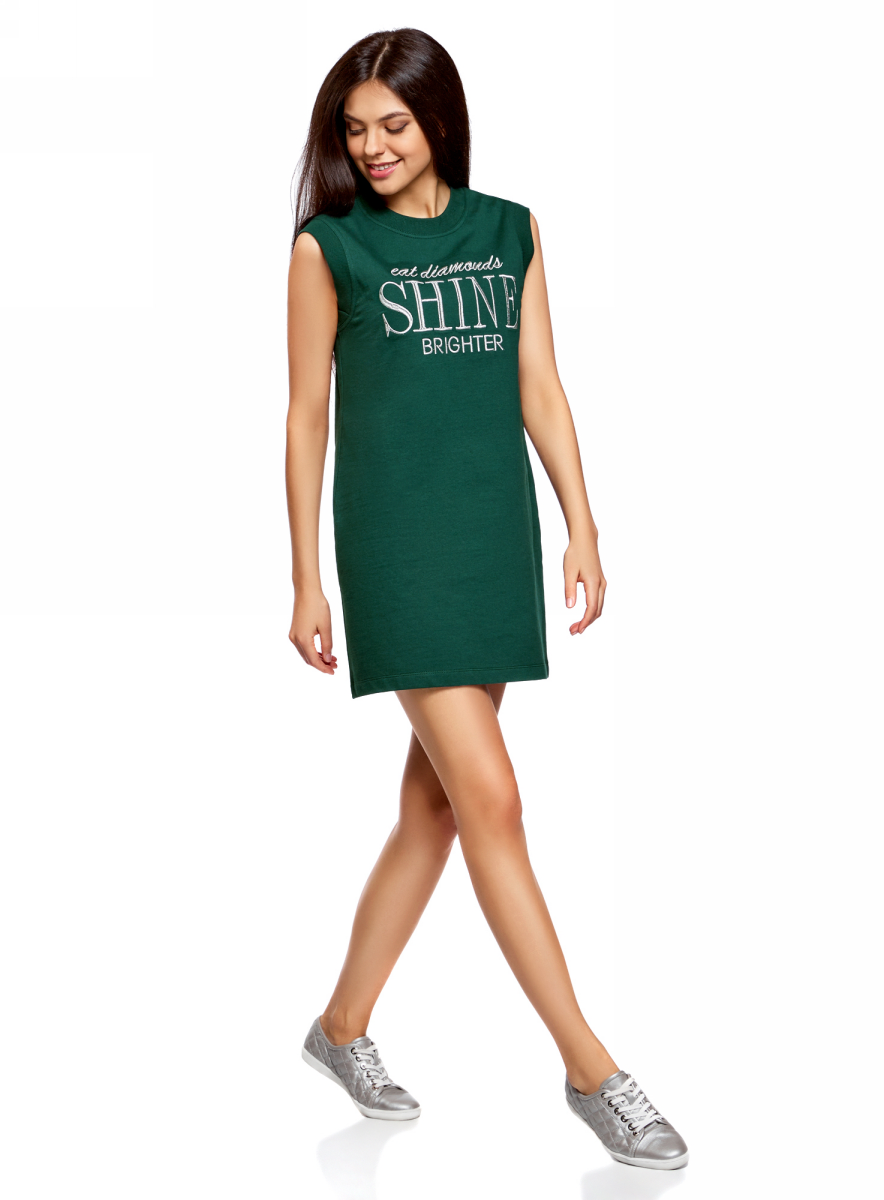Платье oodji Ultra, цвет: темно-изумрудный, серебряный. 14008015-5/47481/6E91P. Размер L (48)14008015-5/47481/6E91PПлатье oodji изготовлено из качественного плотного материала. Модель выполнена с круглым вырезом и без рукавов. На груди платье оформлено оригинальной вышитой надписью.