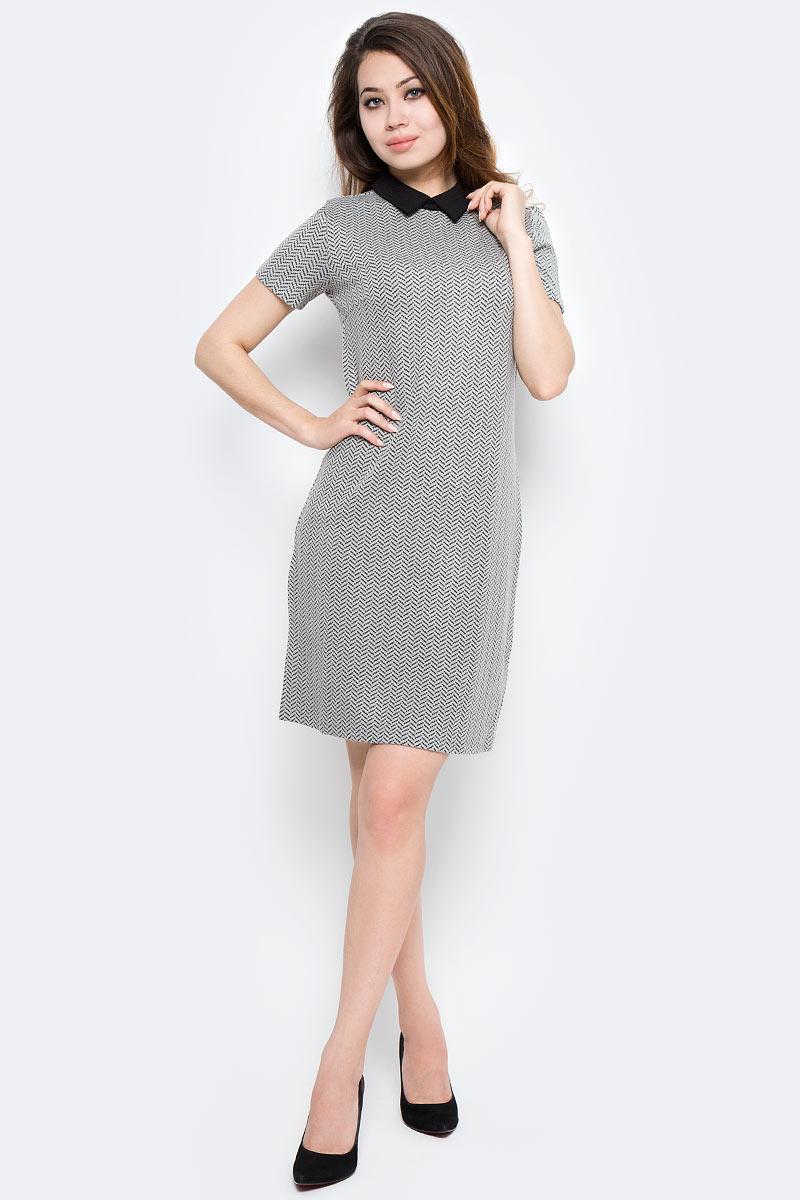 Платье Sela, цвет: серый. Dks-117/1167-7370. Размер L (48)Dks-117/1167-7370Стильное платье Sela выполнено из высококачественного материала. Модель свободного прямого кроя с отложным воротником и короткими рукавами. Платье застегивается сзади на пуговицу. Это модное платье станет отличным дополнением к вашему гардеробу!