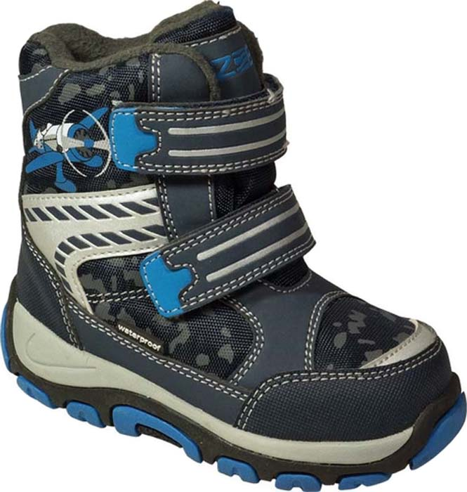 Ботинки для мальчика Зебра, цвет: синий. 11005-5. Размер 2211005-5Теплые ботинки Зебра выполнены из непромокаемого текстиля и искусственной кожи и оформлены принтом и контрастной прострочкой. На ноге модель фиксируется с помощью двух ремешков с застежками-липучками. Внутренняя поверхность и стелька выполнены из шерсти, которая обеспечит тепло и комфорт ногам. Подошва изготовлена из ТЭП-материала. Поверхность подошвы дополнена протектором.