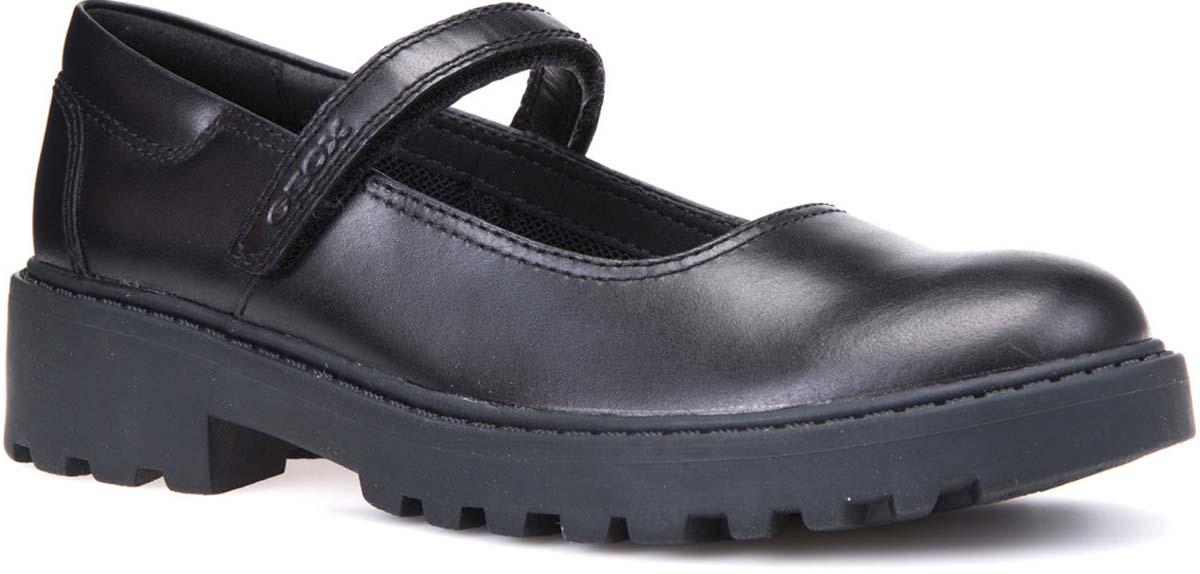 Туфли для девочки Geox, цвет: черный. J6420P00085C9999. Размер 35J6420P00085C9999Туфли от Geox выполнены из натуральной кожи. Ремешок с застежкой-липучкой надежно зафиксирует модель на ноге. Стелька, изготовленная из натуральной кожи, гарантирует дополнительный комфорт и предотвращает натирание. Подошва оснащена рифлением для лучшей сцепки с поверхностью.