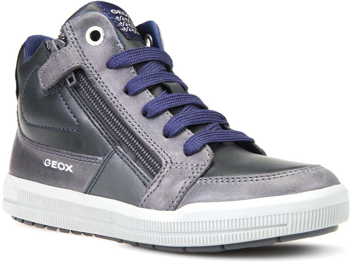 Кеды для мальчика Geox, цвет: темно-серый, голубой. J744AF0BCCLC0068. Размер 36J744AF0BCCLC0068Стильные кеды для мальчика от Geox выполнены из комбинированной кожи. Стелька из натуральной кожи гарантирует комфорт при движении. Шнуровка надежно зафиксирует модель на ноге. Боковые застежки-молнии позволяют легко снимать и надевать модель. Подошва оснащена рифлением для лучшей сцепки с поверхностями.
