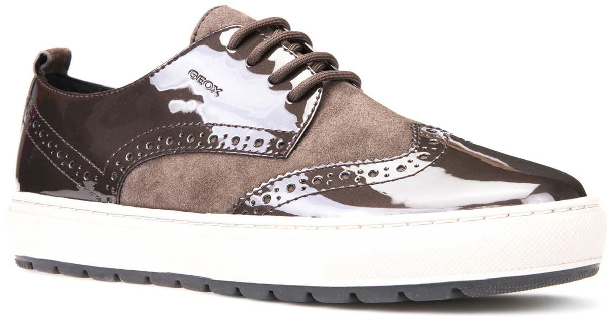 Кроссовки женские Geox, цвет: темно-коричневый, светло-коричневый. D742QB0HI21C6142. Размер 36D742QB0HI21C6142Стильные женские кроссовки от Geox придутся вам по душе. Верх модели выполнен из высококачественных материалов. Модель оформлена декоративной перфорацией. Классическая шнуровка надежно зафиксирует изделие на ноге. Стелька из текстиля обеспечивает комфорт. Подошва оснащена рифлением для лучшей сцепки с поверхностями. Удобные кроссовки займут достойное место среди коллекции вашей обуви.